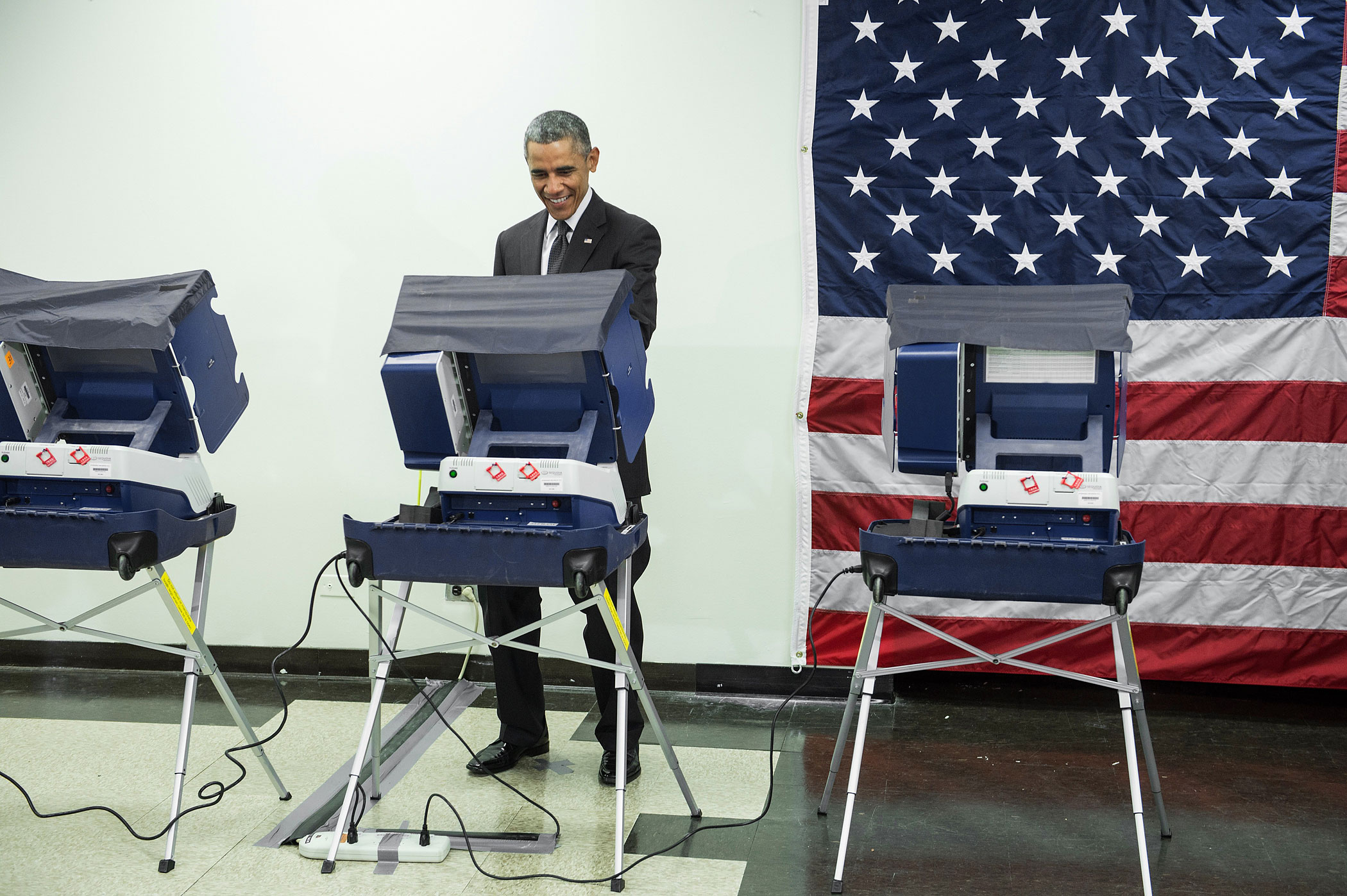 President Barack Obama casts a ballot in early voting for the 2014 midterm elections at the Dr. Martin Luther King Community Service Center October 20, 2014 in Chicago, Illinois.