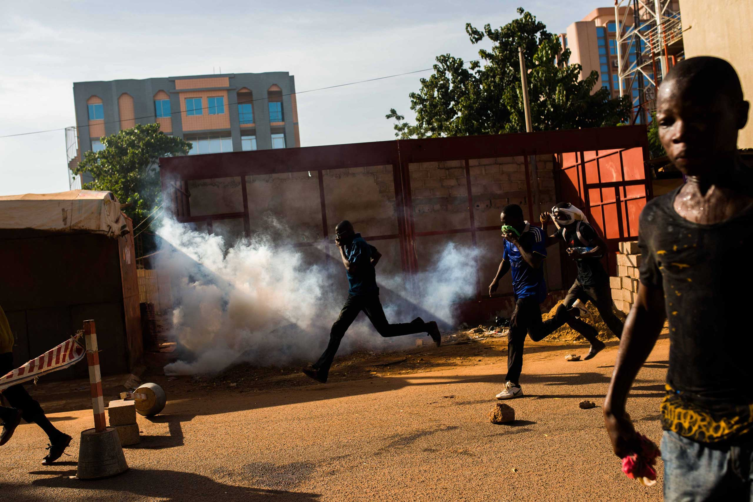 Protestors on the rampage near the  parliament building in Burkina Faso as people protest  against their longtime president Blaise Compaore  who seeks another term in Ouagadougou, Burkina Faso, Oct. 30, 2014.