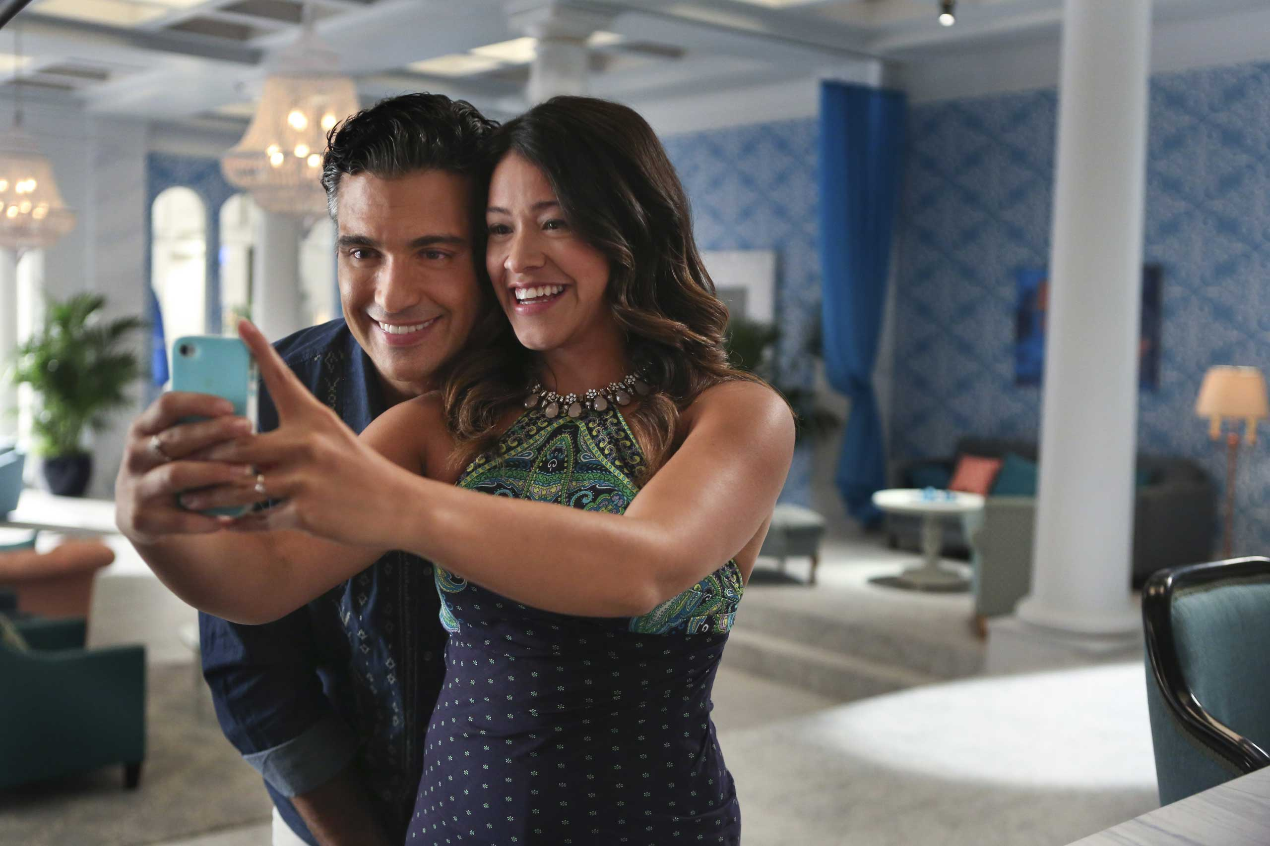 Jaime Camil as Rogelio and Gina Rodriguez as Jane in Jane The Virgin.