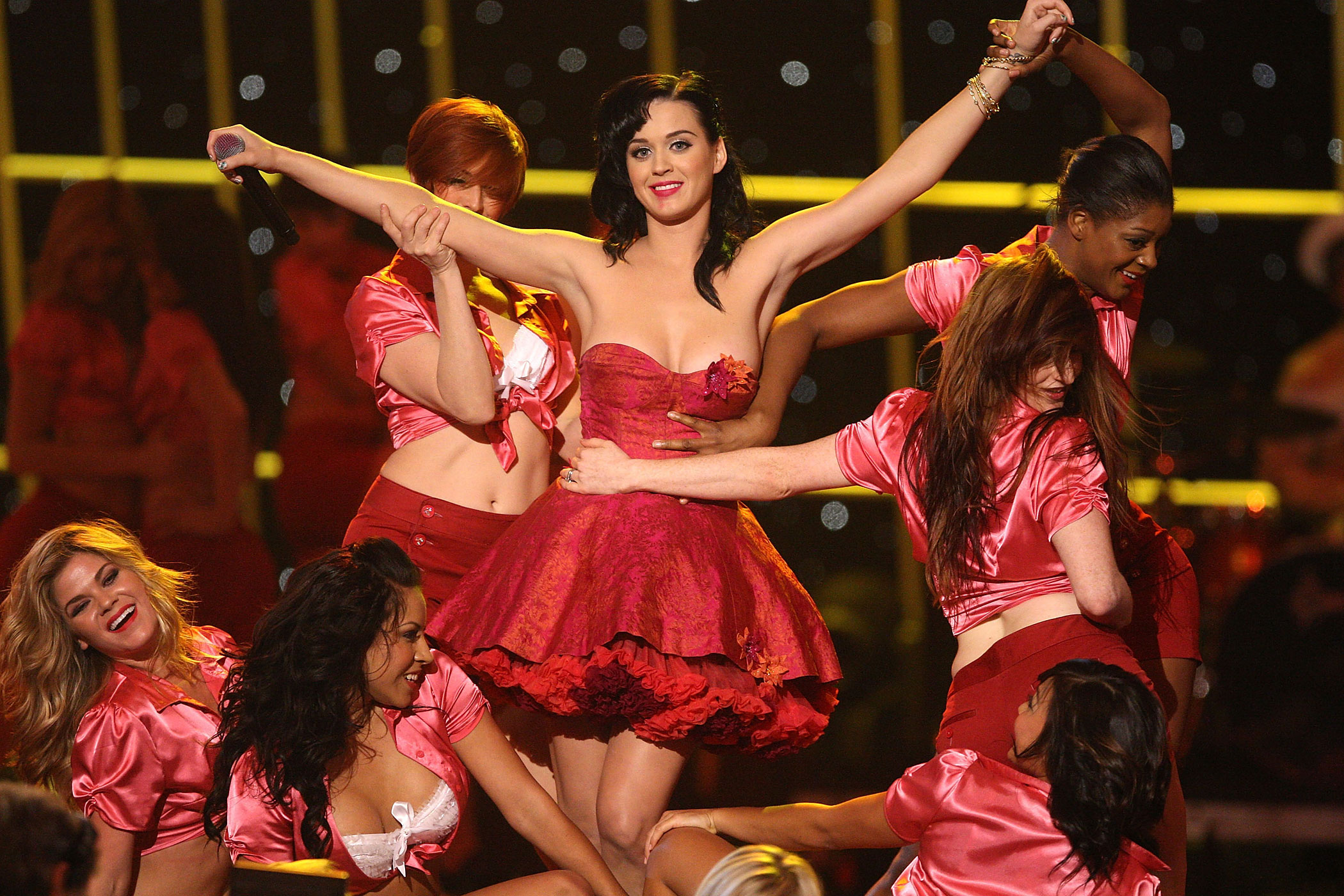 """Katy Perry perfoms onstage at  Spike TV's 2nd Annual """"Guys Choice"""" Awards at Sony Studios on May 30, 2008 in Culver City, California."""