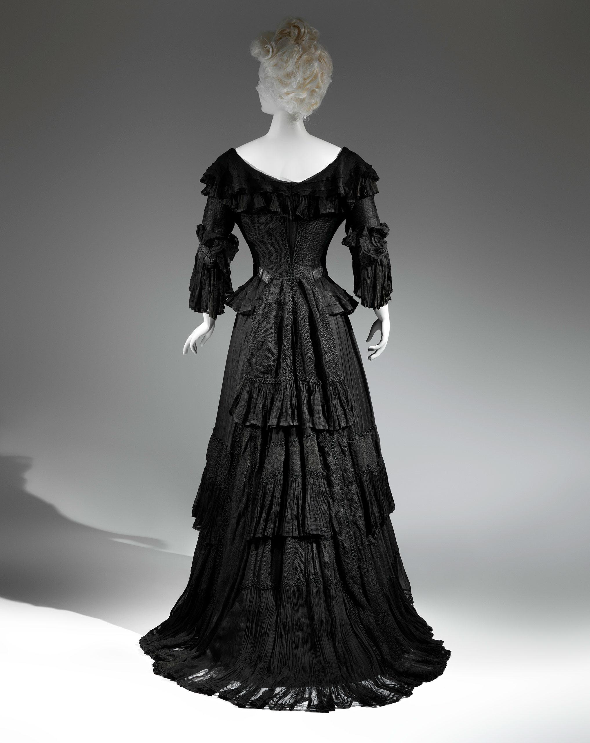 <strong>Mourning Dress, 1902-1904</strong>                                    Black silk crape, black chiffon, black taffeta