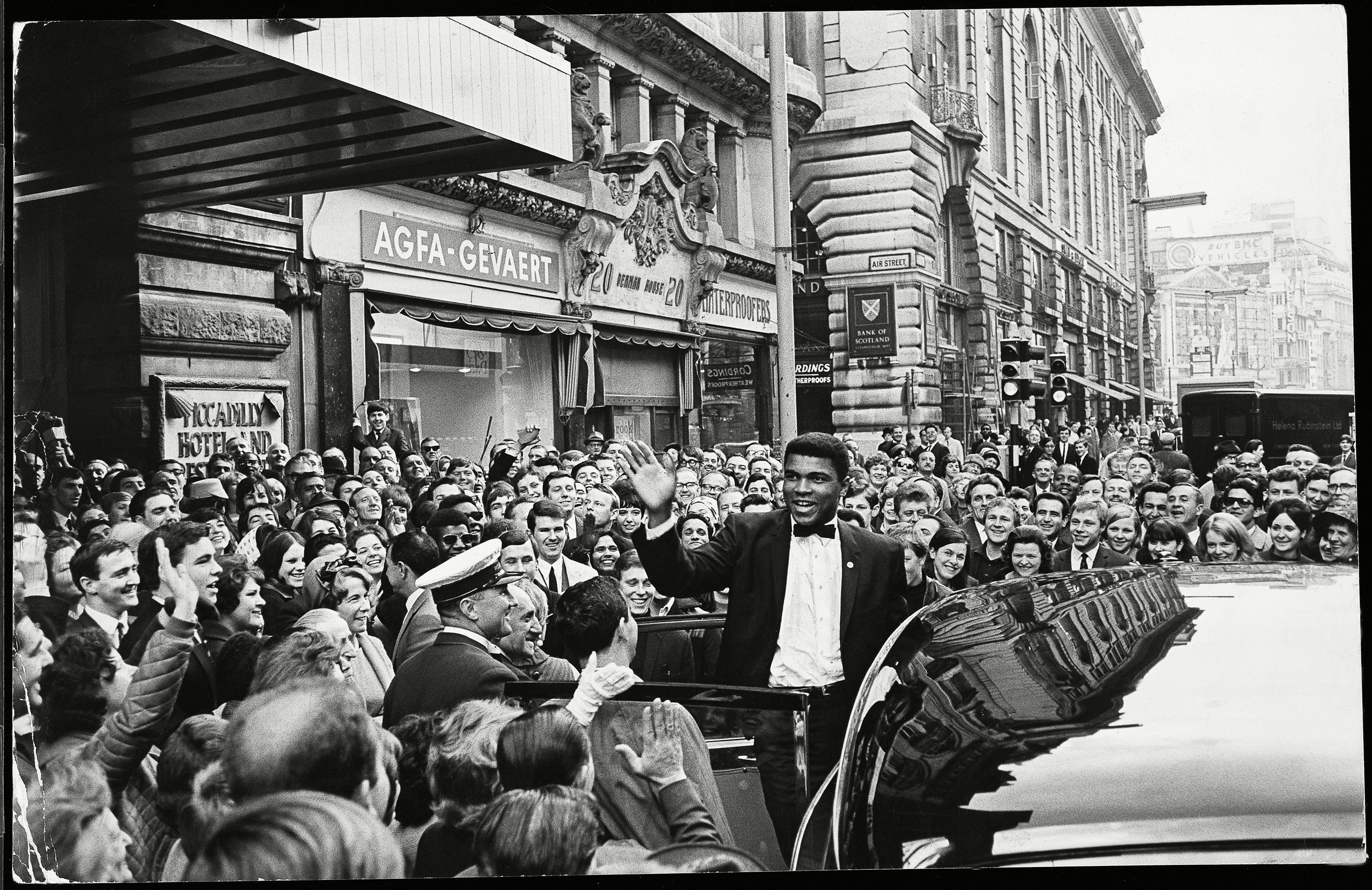 Ali arrives at the Piccadilly Hotel in London, circa 1966.