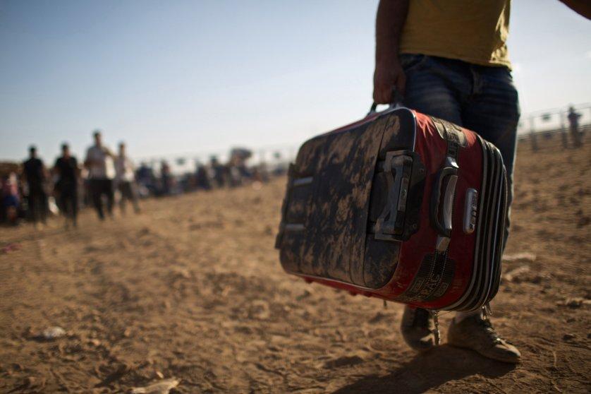 Syrians cross into Yumurtalik, Turkey on September 20, 2014.