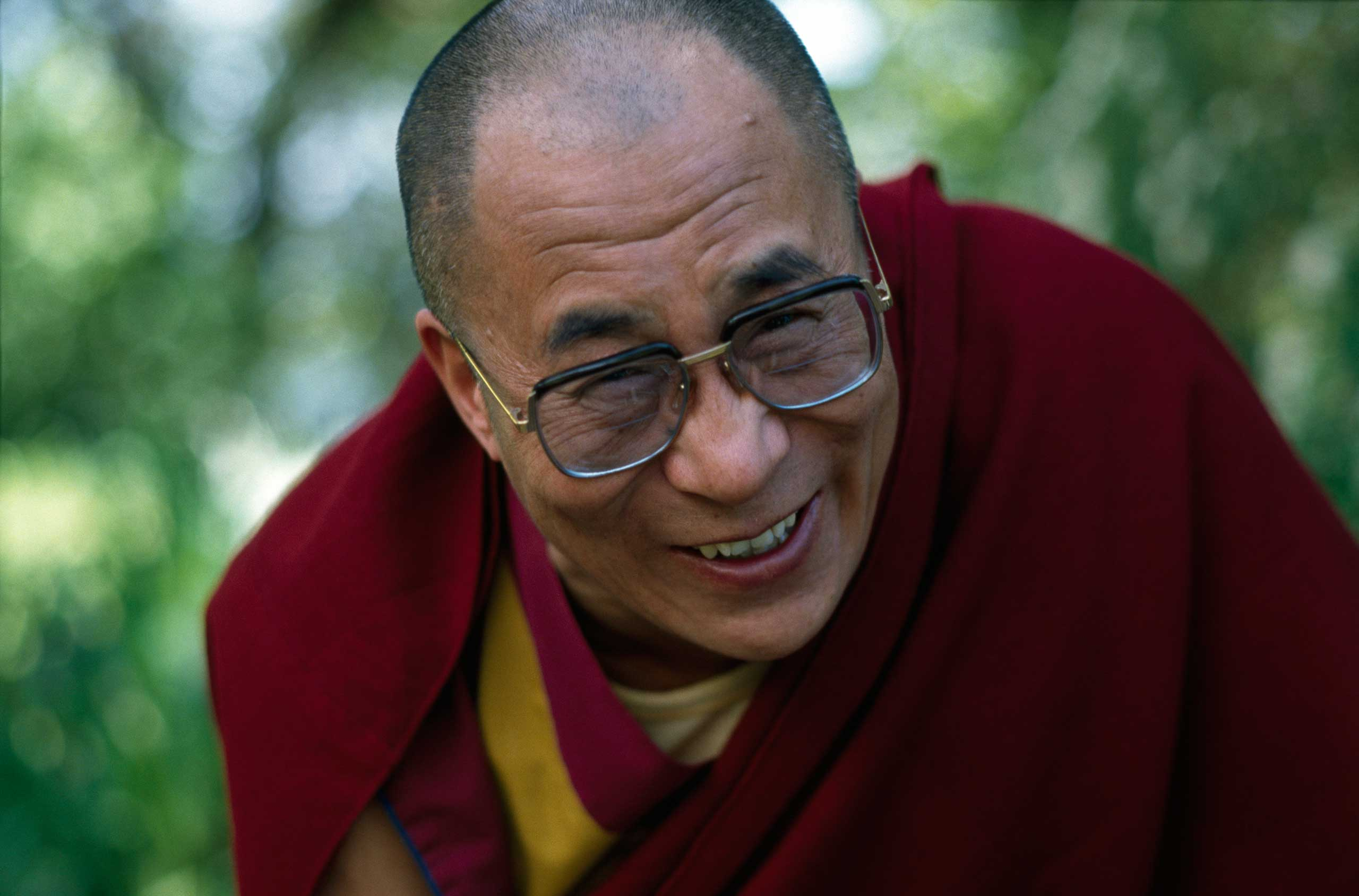 """<b>The Dalai Lama, 1989</b>""""In his struggle for the liberation of Tibet [he] consistently has opposed the use of violence. He has instead advocated peaceful solutions based upon tolerance and mutual respect in order to preserve the historical and cultural heritage of his people."""""""
