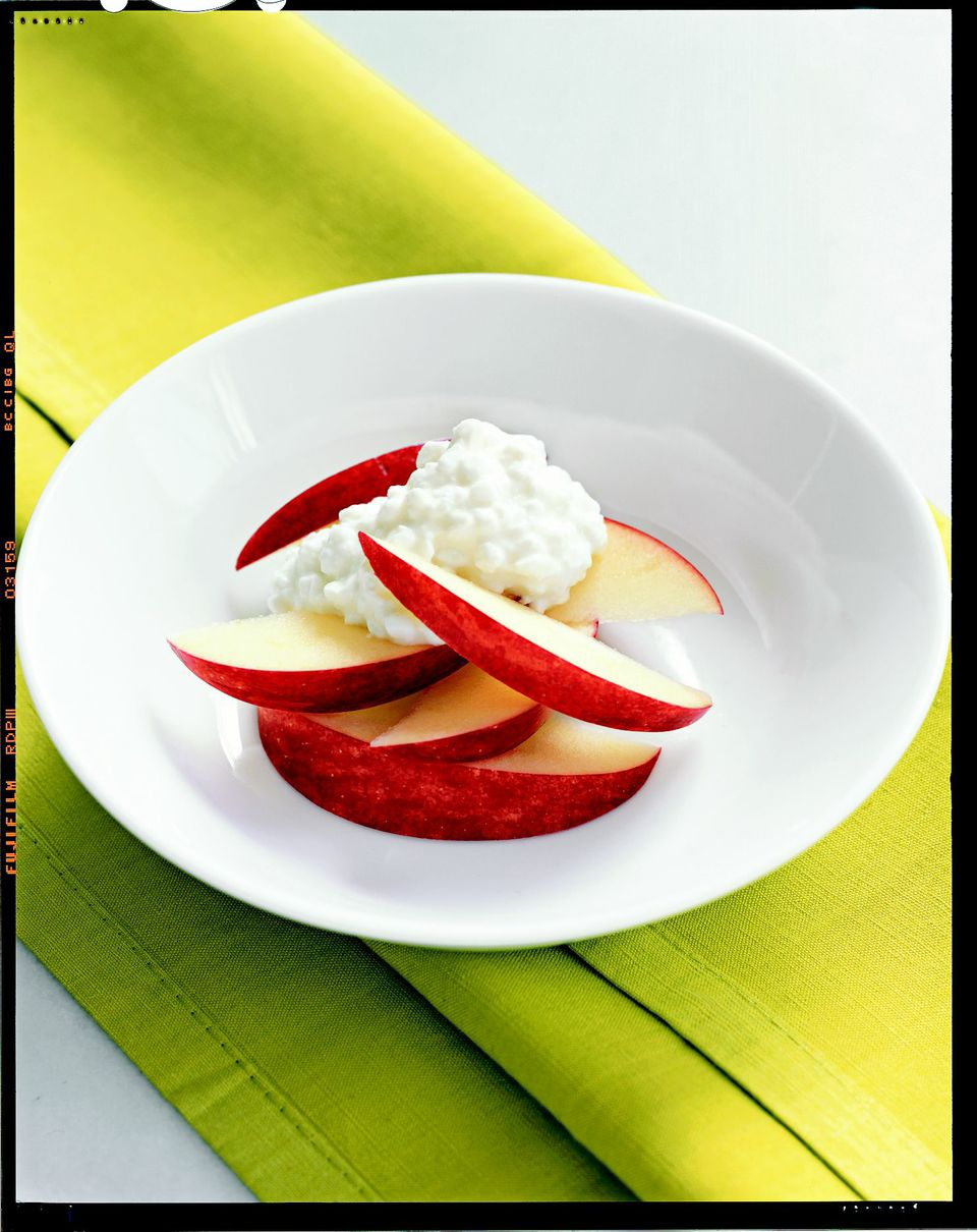 4. Cottage Cheese and Apples Slice an apple, such as Fuji or Granny Smith, and top with ½ cup of low-fat cottage cheese (look for 4-ounce four-packs from Breakstone). Or replace the fresh apple with two drained cinnamon-spiced apple rings, such as Musselman's (which can be found in the canned-fruit aisle).                                                              Health bonus: Provides protein, calcium, and fiber.                                                              (MORE: 3 Easy Halloween Cupcakes)