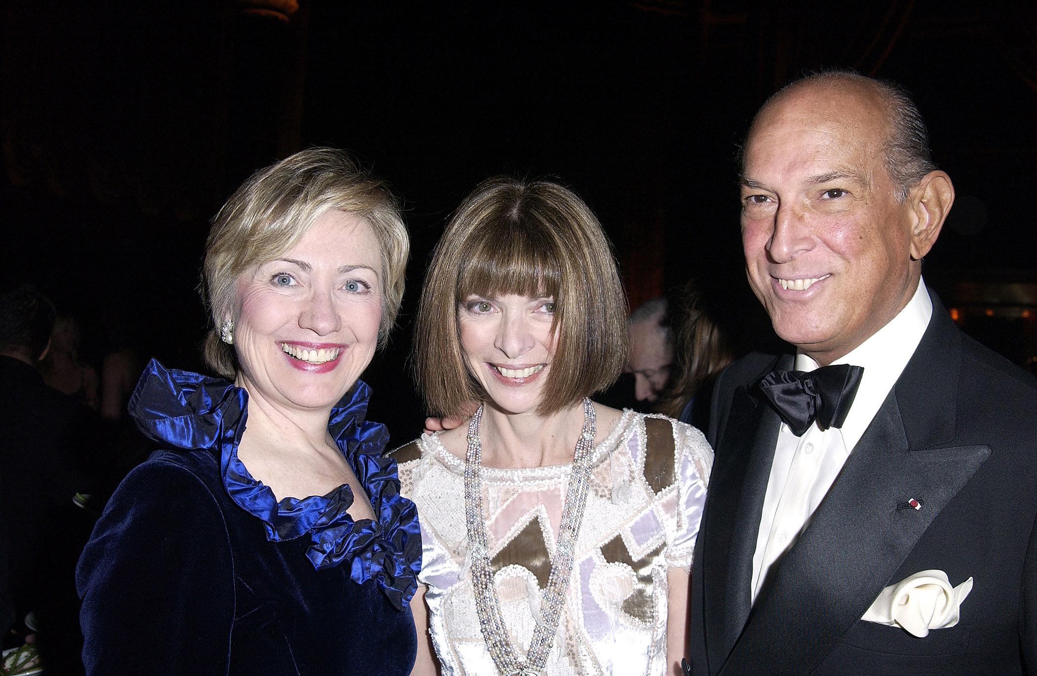 Hillary Clinton, Anna Wintour and Oscar de la Renta attend AmfAR in 2003.