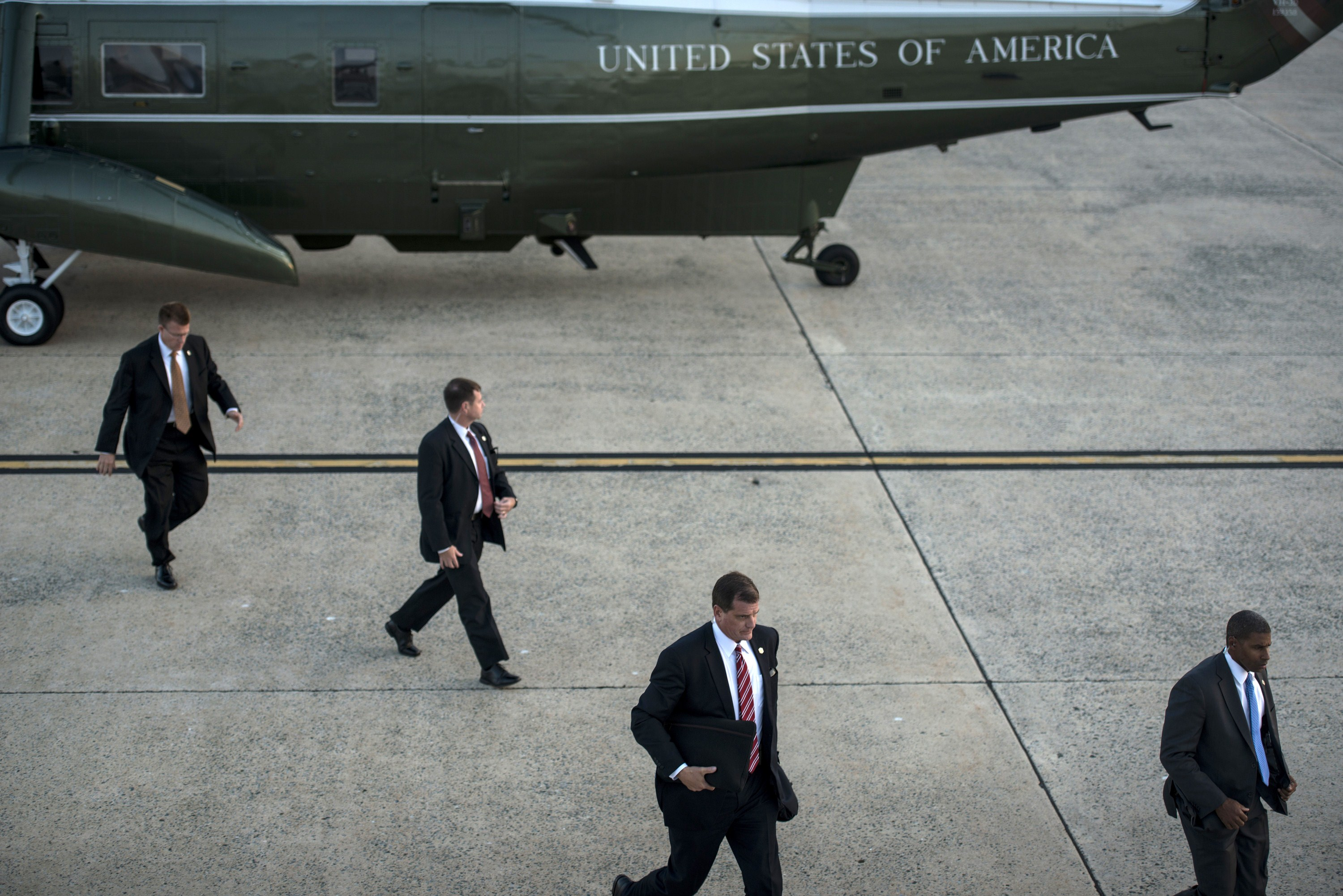 Members of the US Secret Service arrive to escort President Barack Obama on a trip at Andrews Air Force Base on Oct. 1, 2014 in Maryland.