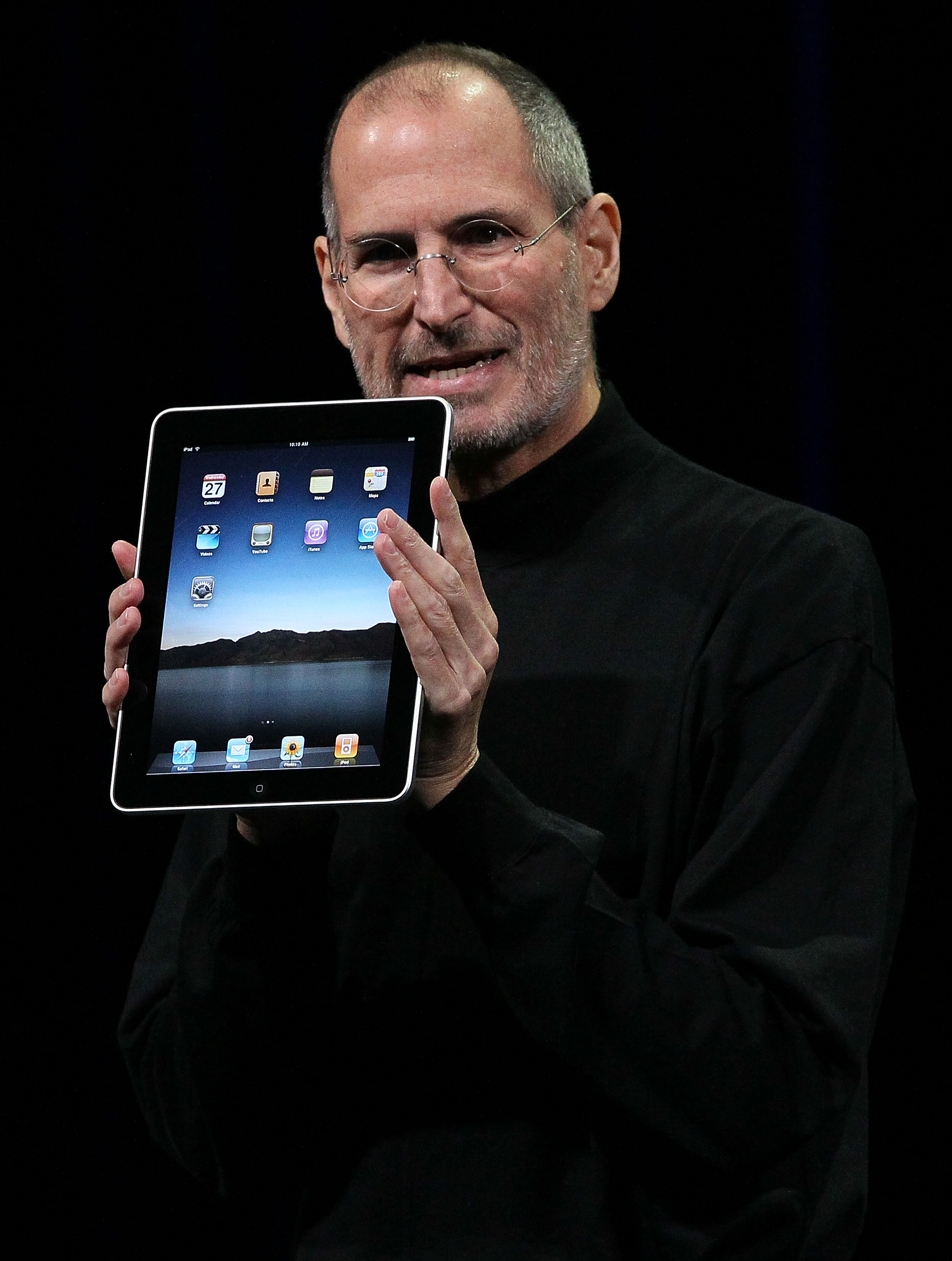 2010 The iPad is an Apple tablet computer that met mixed reviews, as users were not sure if it was intended to replace or supplement laptop use, though many praised its ability to connect to WiFi or 3G. That year, the iPad became the leader in the tablet computer market.