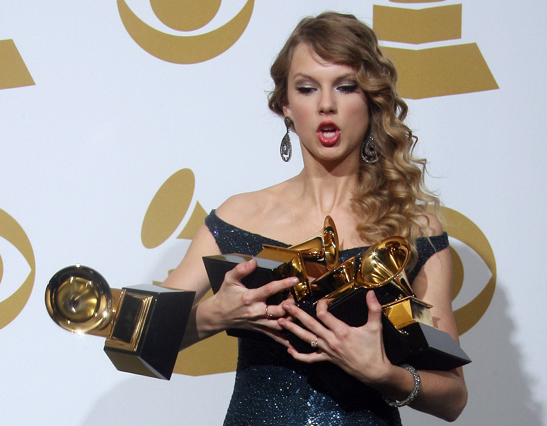 Taylor Swift drops one of her awards during the 52nd annual Grammy Awards in Los Angeles, California in 2010.