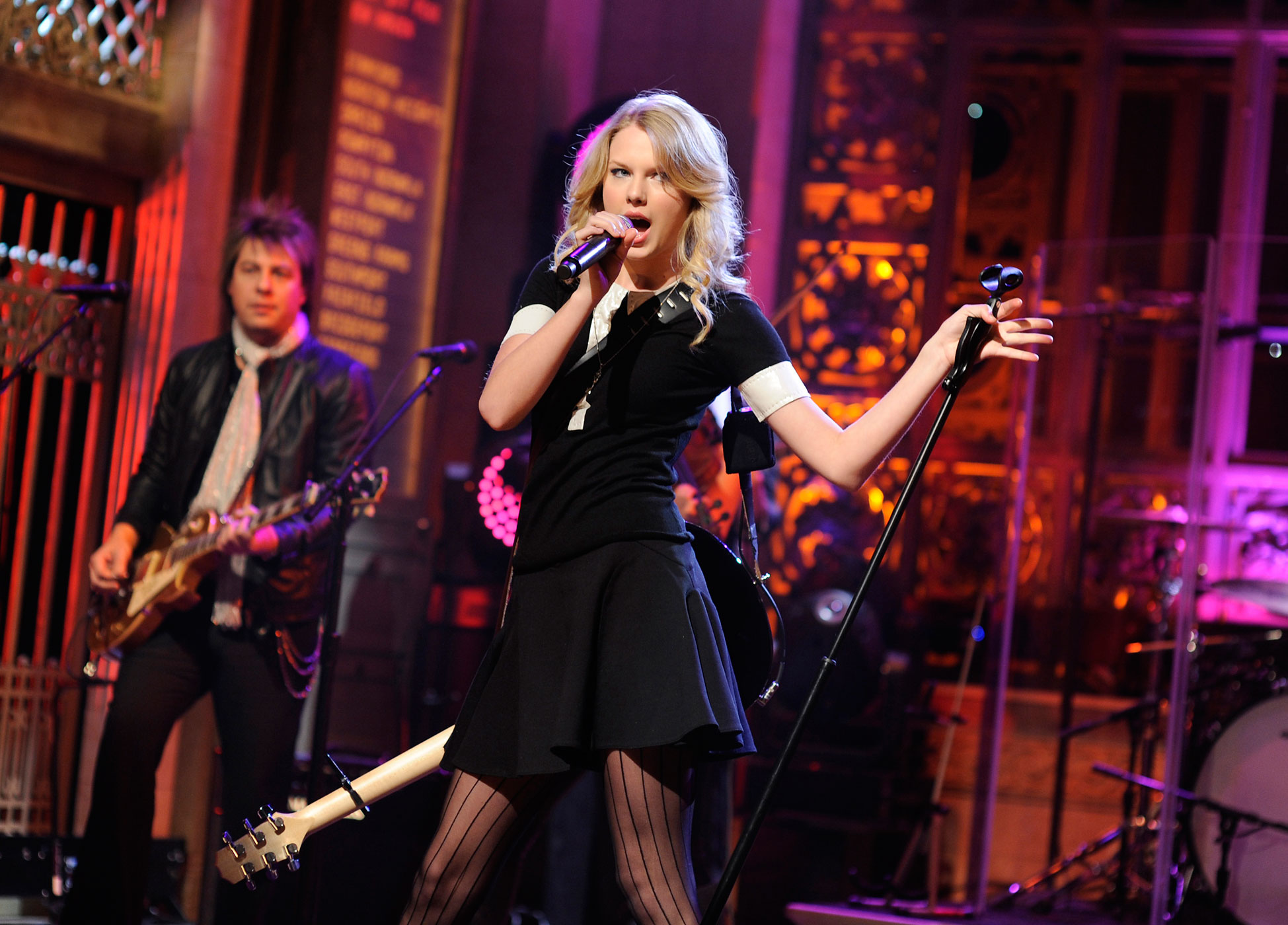 Taylor Swift performs on <i>Saturday Night Live</i> in 2009.