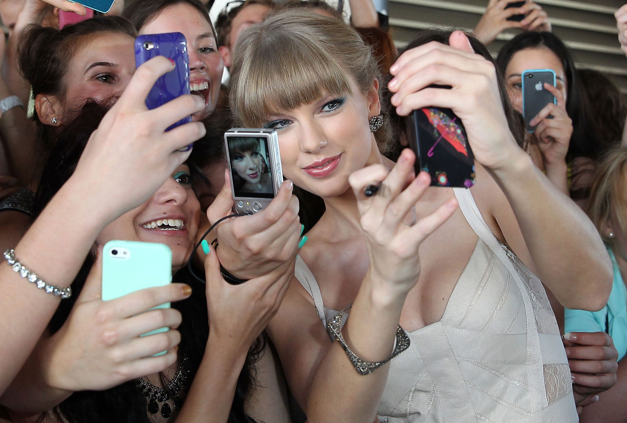 Taylor Swift arrives at the 26th Annual ARIA Awards 2012 at the Sydney Entertainment Centre in Sydney, Australia.