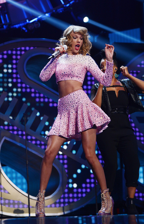 Taylor Swift 1989 Album Review Swift Goes Full Throttle Pop Time