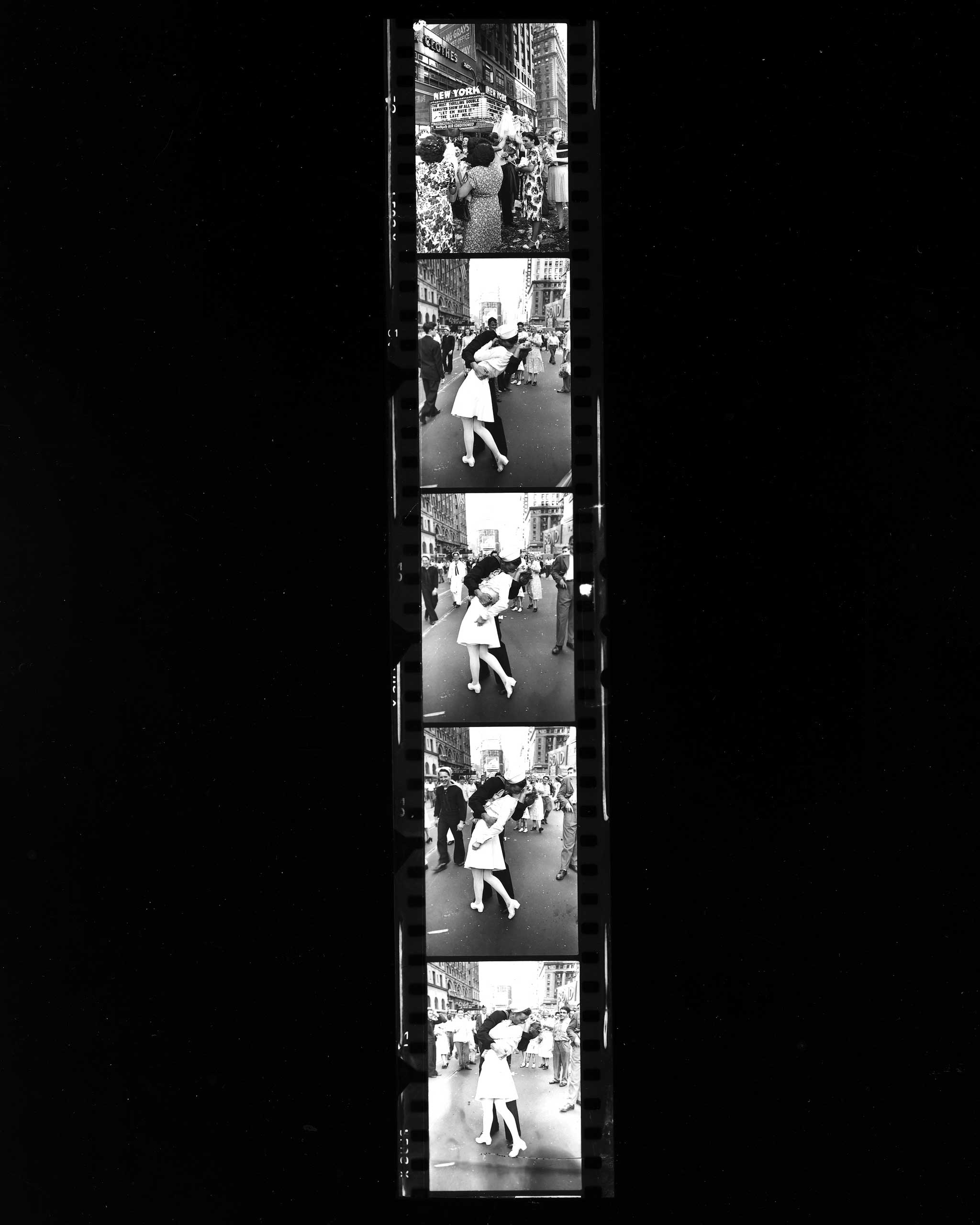 Contact sheet images from Alfred Eisenstaedt's film, Aug. 14, 1945.