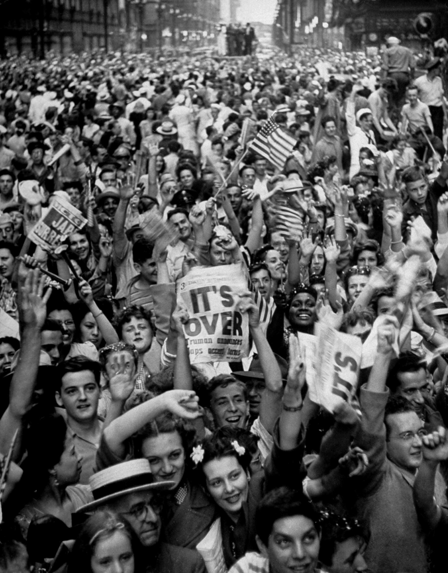 Not published in LIFE. Celebrations in Chicago, August 14, 1945 - V-J Day.