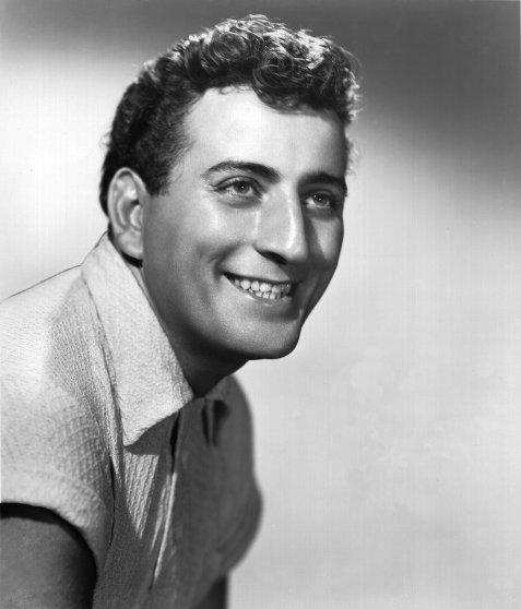 CIRCA 1950: Photo of Tony Bennett