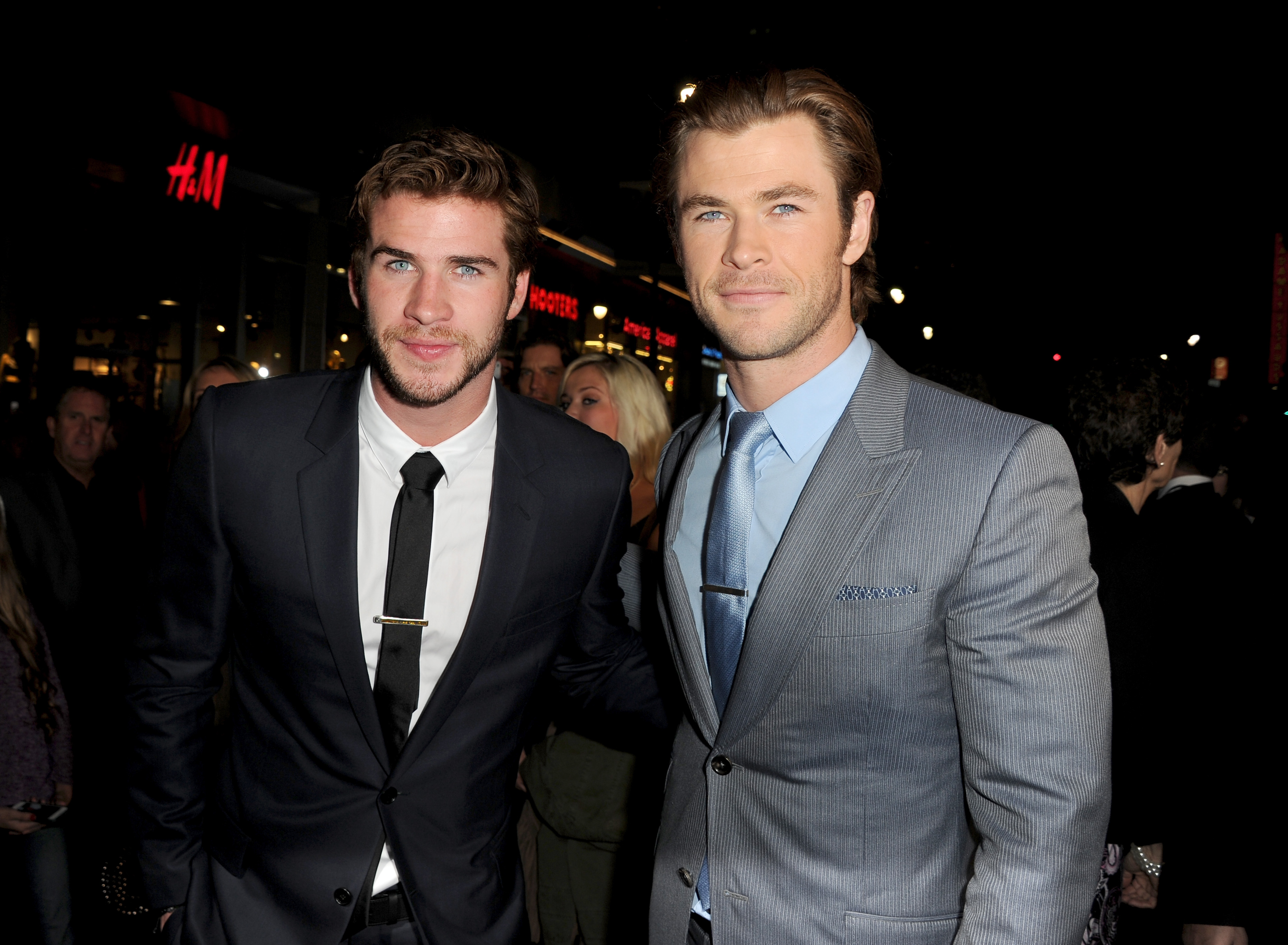Actors Liam Hemsworth (L) and Chris Hemsworth arrive at the premiere of Marvel's  Thor: The Dark World  at the El Capitan Theatre on November 4, 2013 in Hollywood, California.