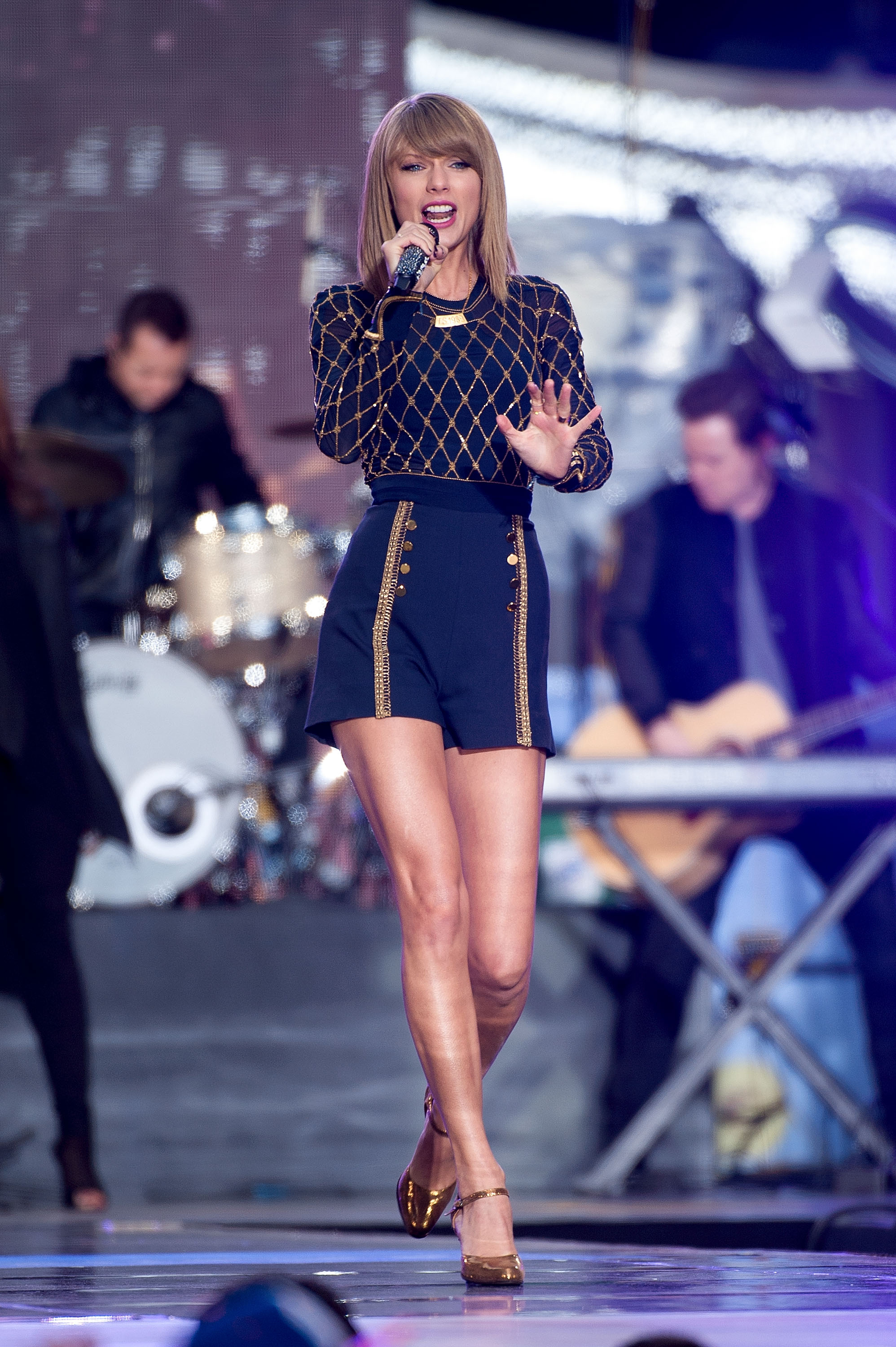 Taylor Swift performs on ABC's  Good Morning America  in Times Square on October 30, 2014 in New York City.  (D Dipasupil--FilmMagic)