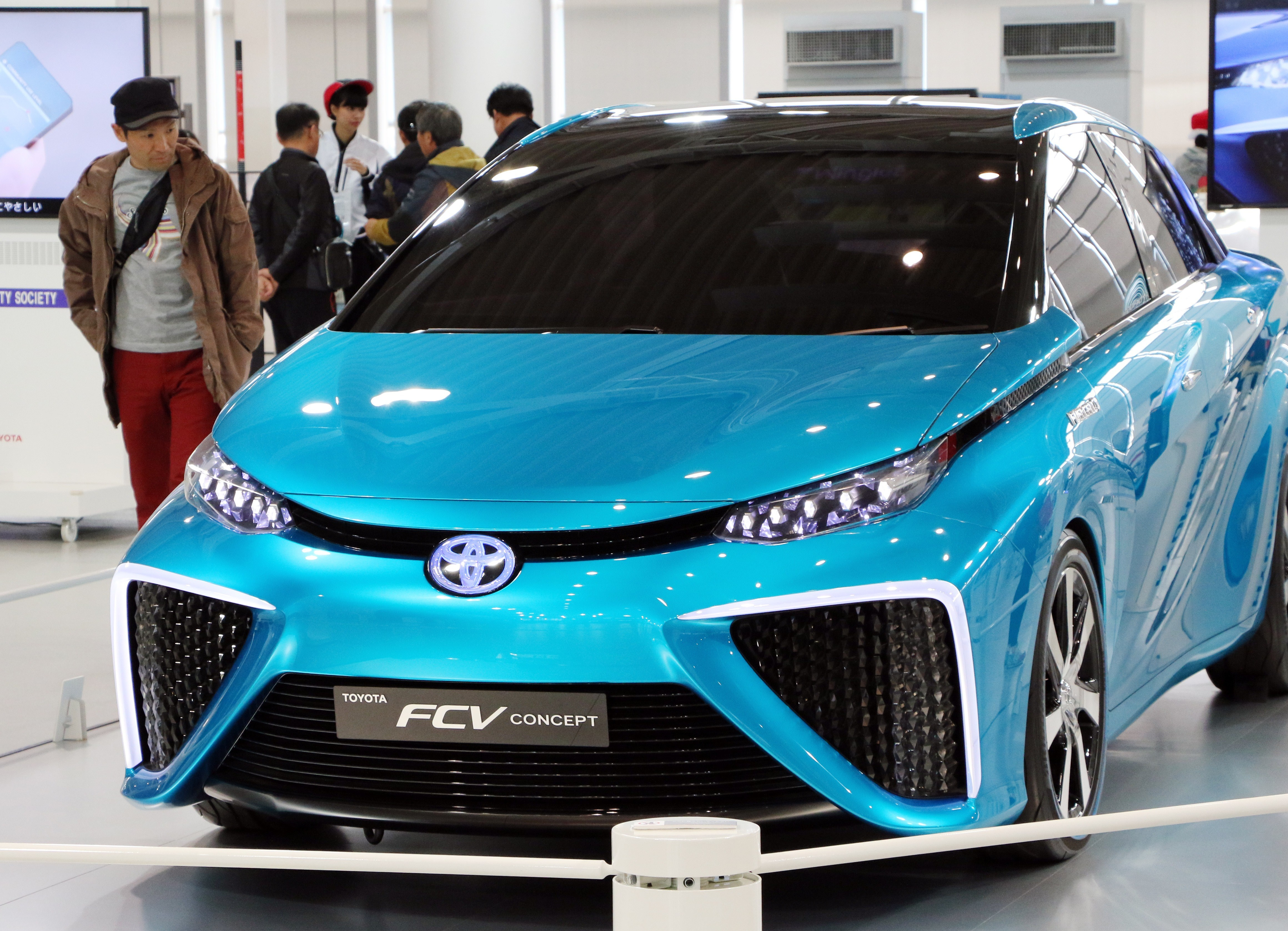 A customer admires Japanese auto giant Toyota Motor's fuel cell vehicle which will go on sale end of this year at Toyota's showroom in Tokyo on November 5, 2014.