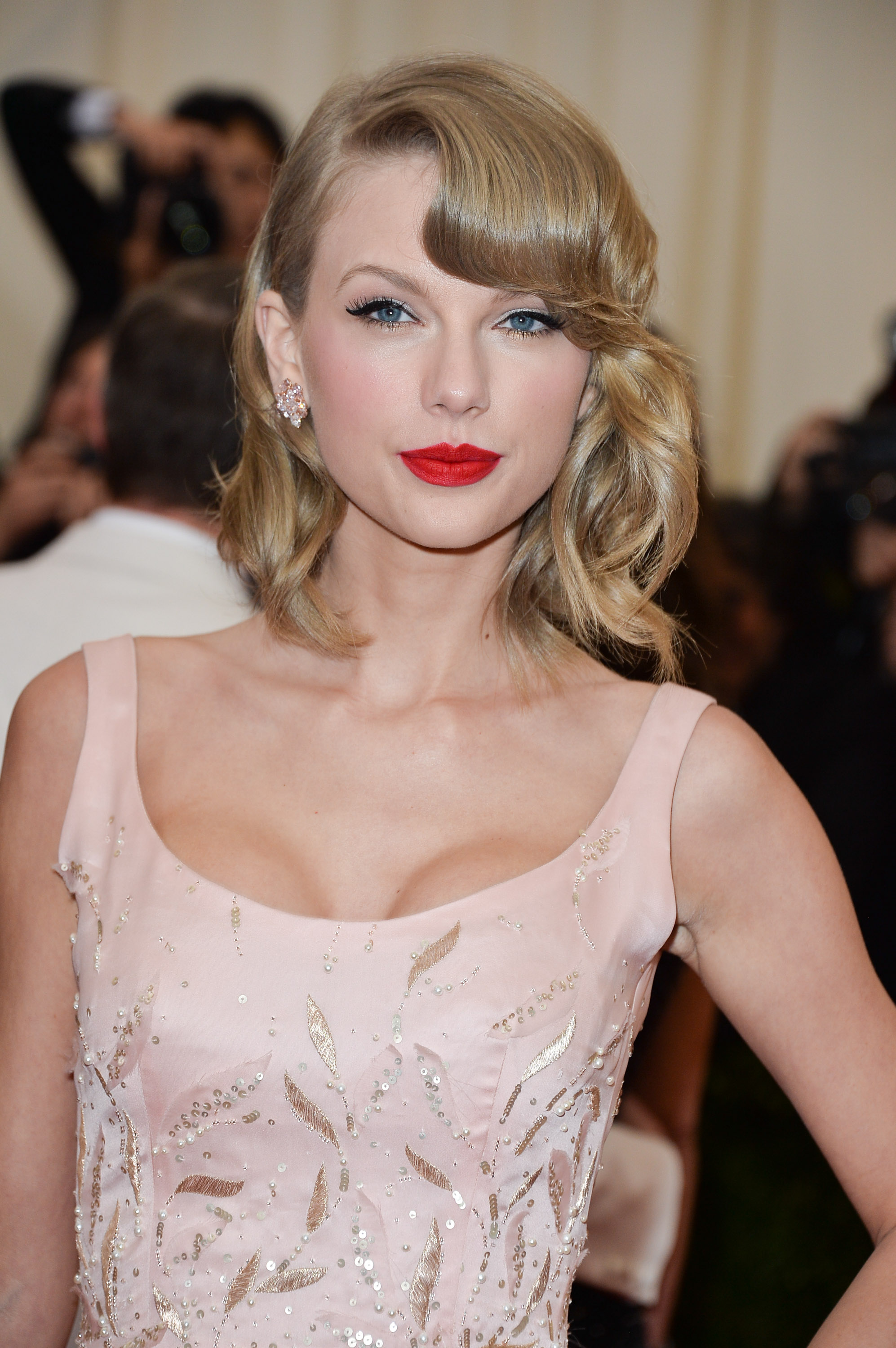 Taylor Swift attends the  Charles James: Beyond Fashion  Costume Institute Gala at the Metropolitan Museum of Art on May 5, 2014 in New York City.