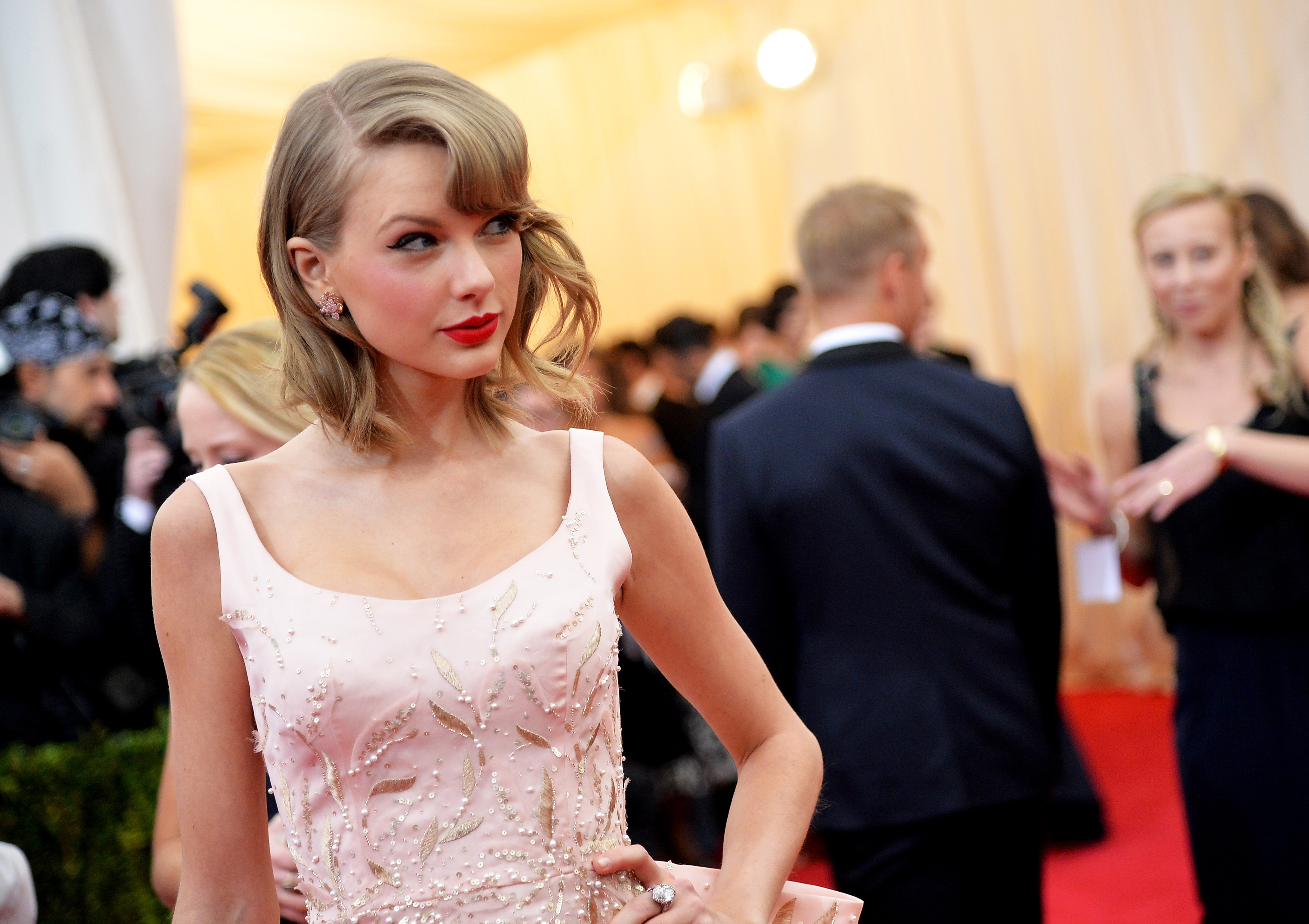 Musician Taylor Swift attends the  Charles James: Beyond Fashion  Costume Institute Gala at the Metropolitan Museum of Art on May 5, 2014 in New York City.