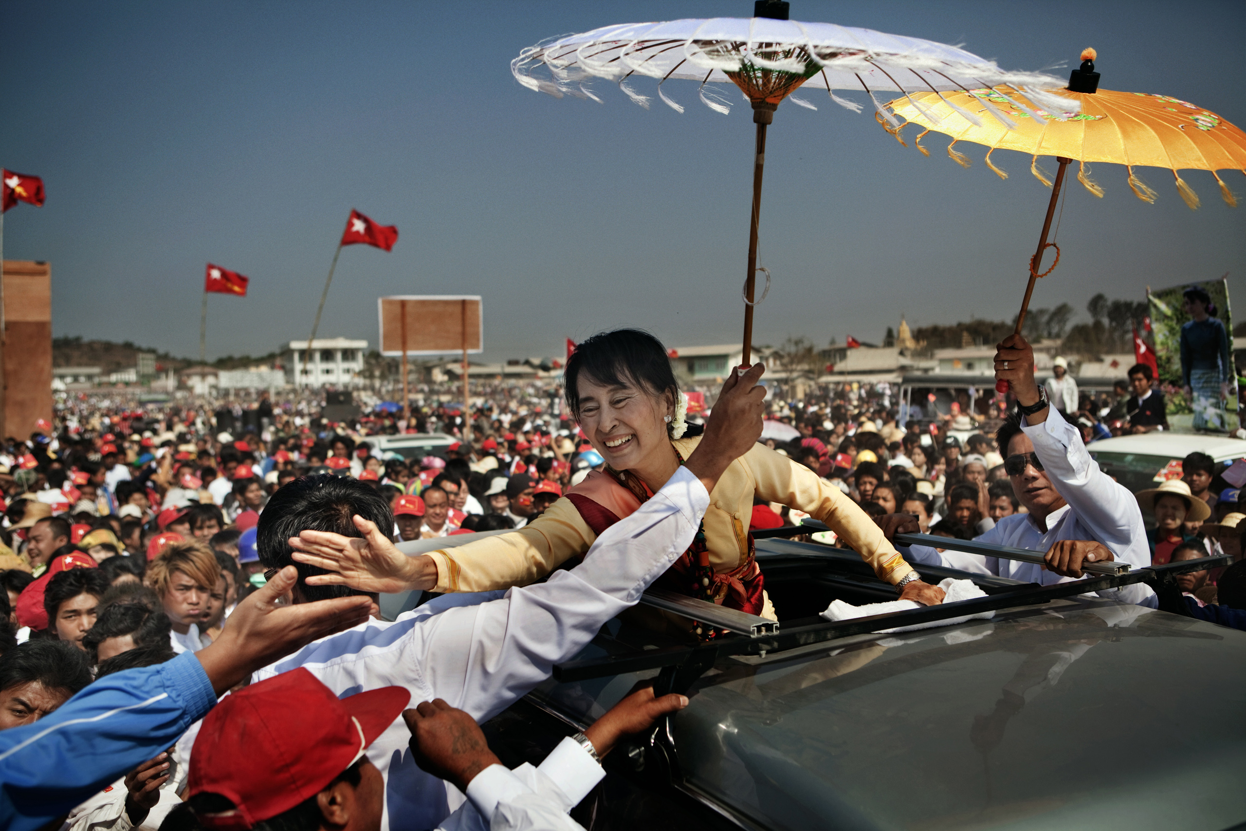 National League for Democracy (NLD) party leader Aung San Suu Kyi campaigns in Aungban, Shan State, Burma, March 1, 2012.