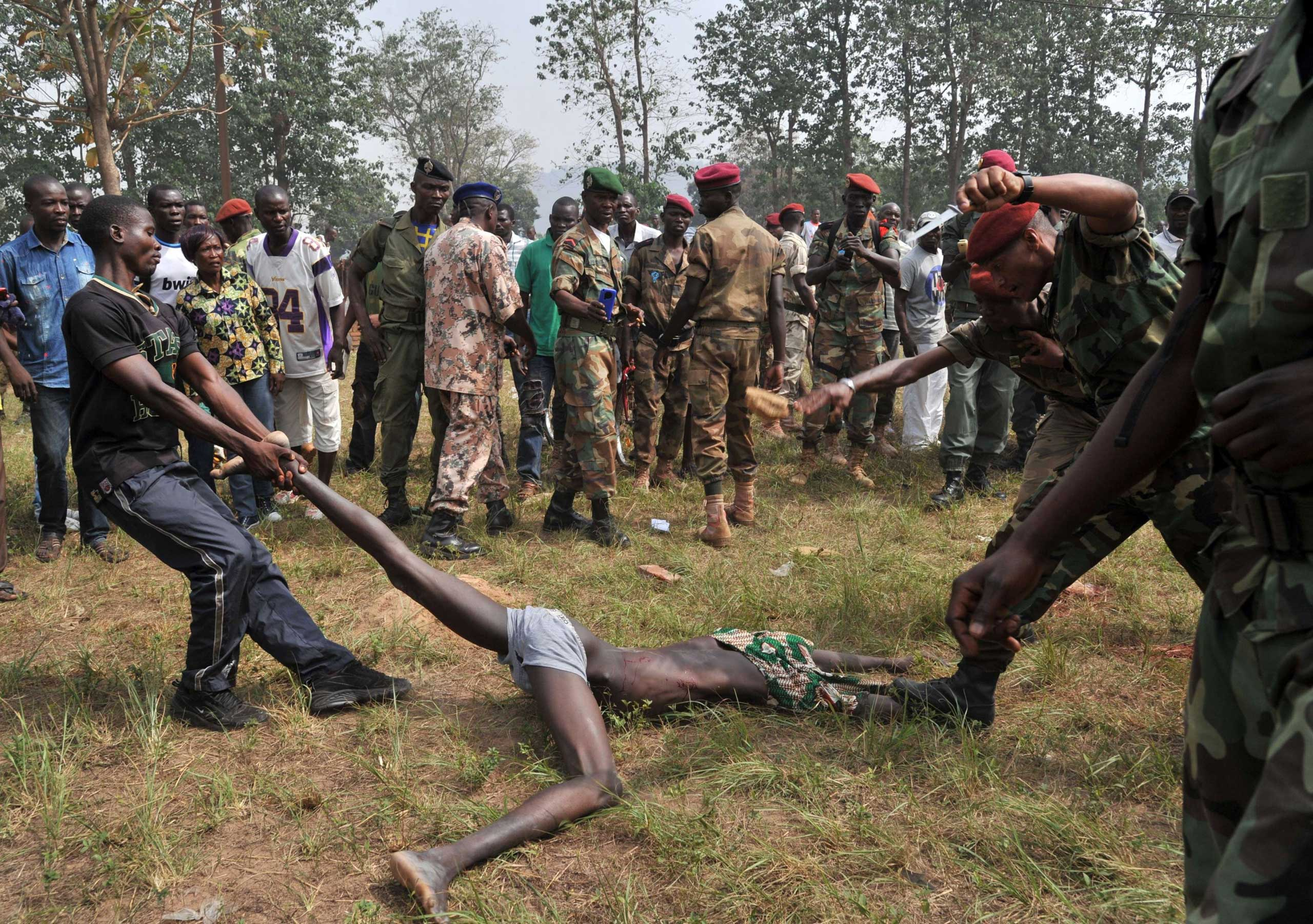 Members of the Central African Armed Forces lynch a man suspected of being a former Seleka rebel in Bangui, Feb. 5, 2014.