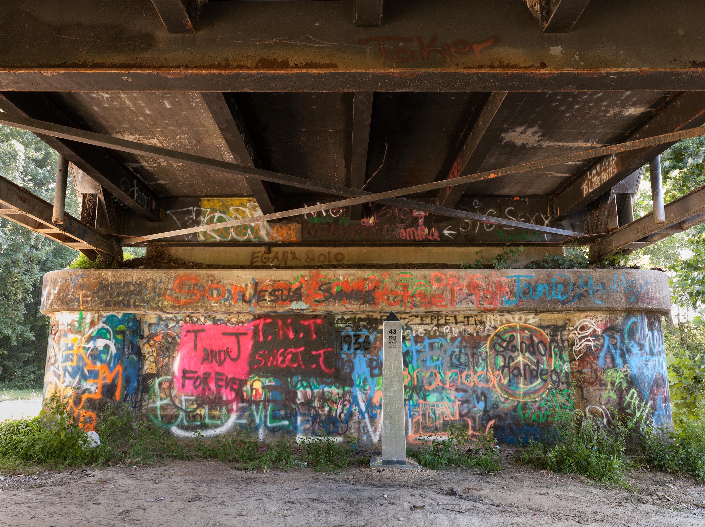 Monument 40, Sabine River, Nolan-Trace Parkway Bridge