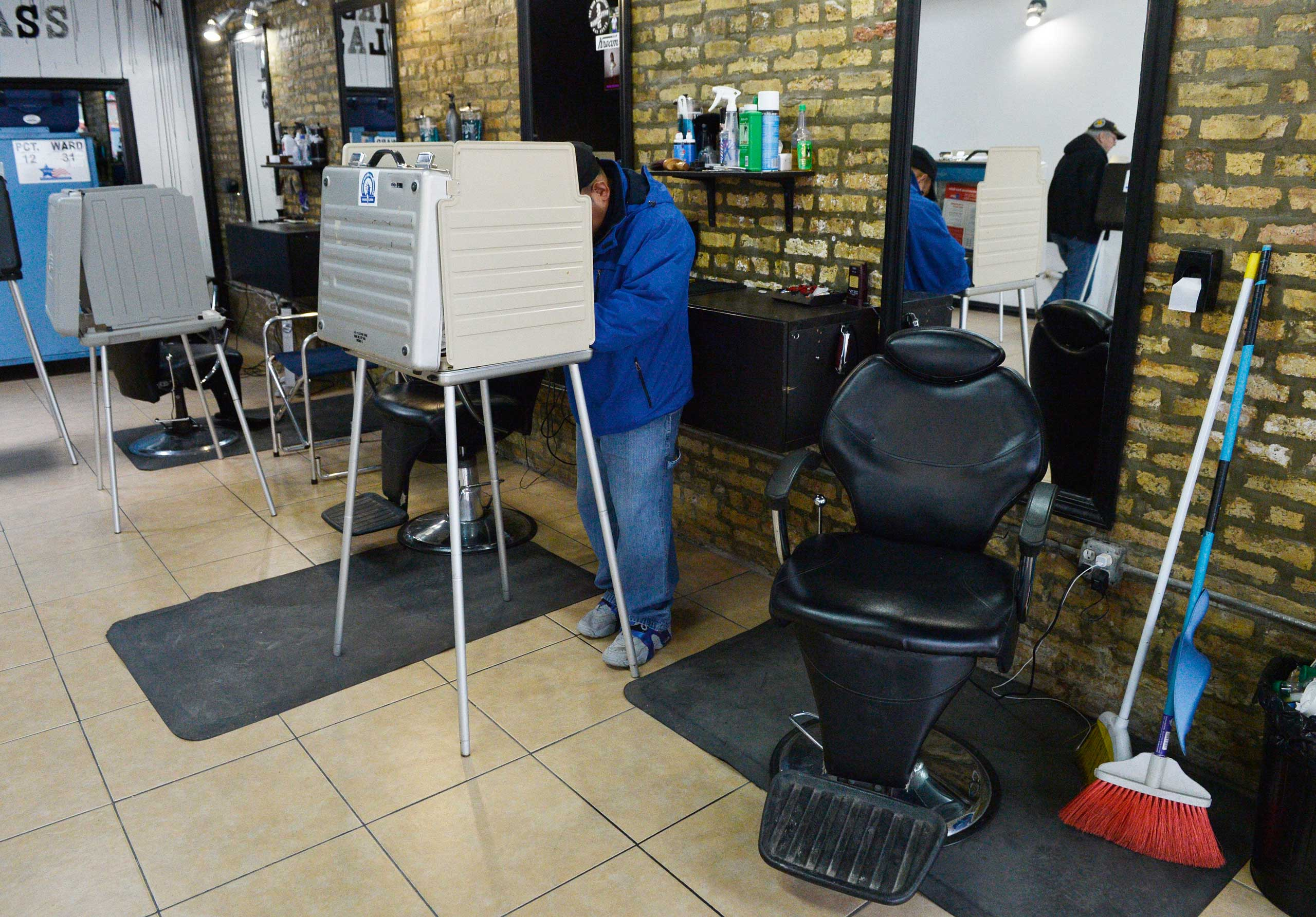 A voter works on his ballot at First Class Barber Shop in Chicago on Nov. 4, 2014.