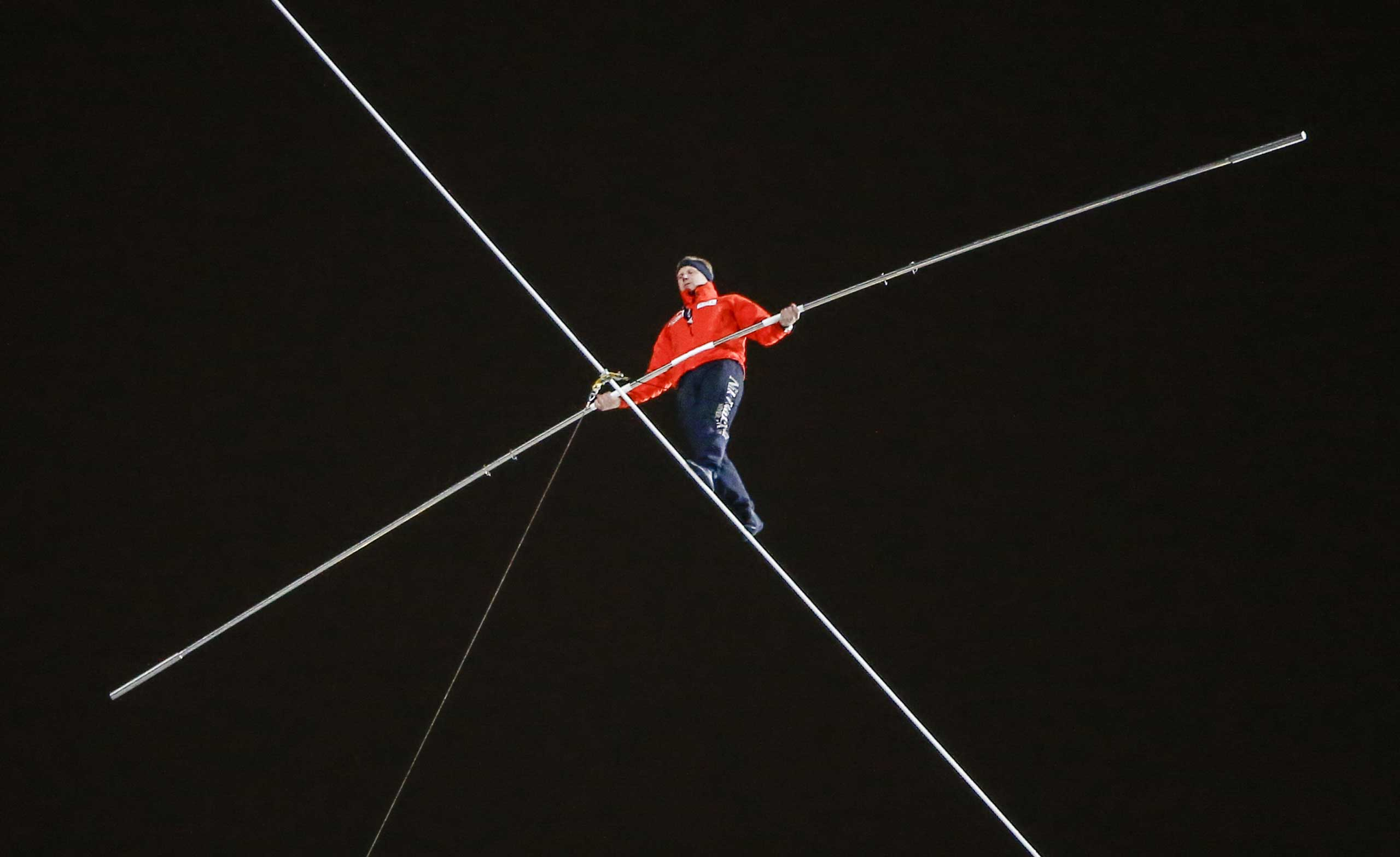 High-wire performer Nik Wallenda walks on a 3/4 inch (1.91 cm) wire between buildings across the Chicago River in Chicago, Nov. 2, 2014.
