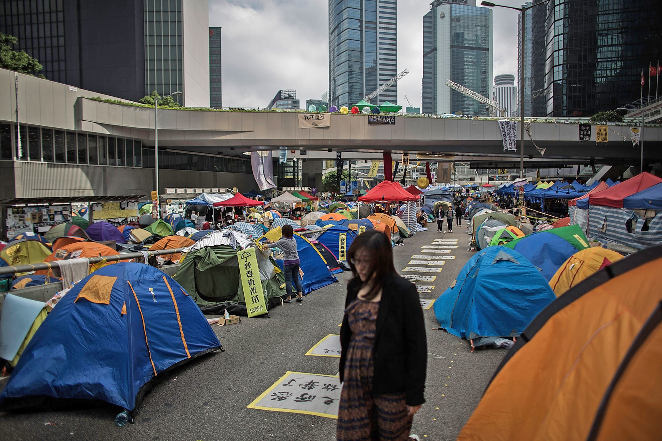 Hong Kong's main protest site runs smoothly without any central command