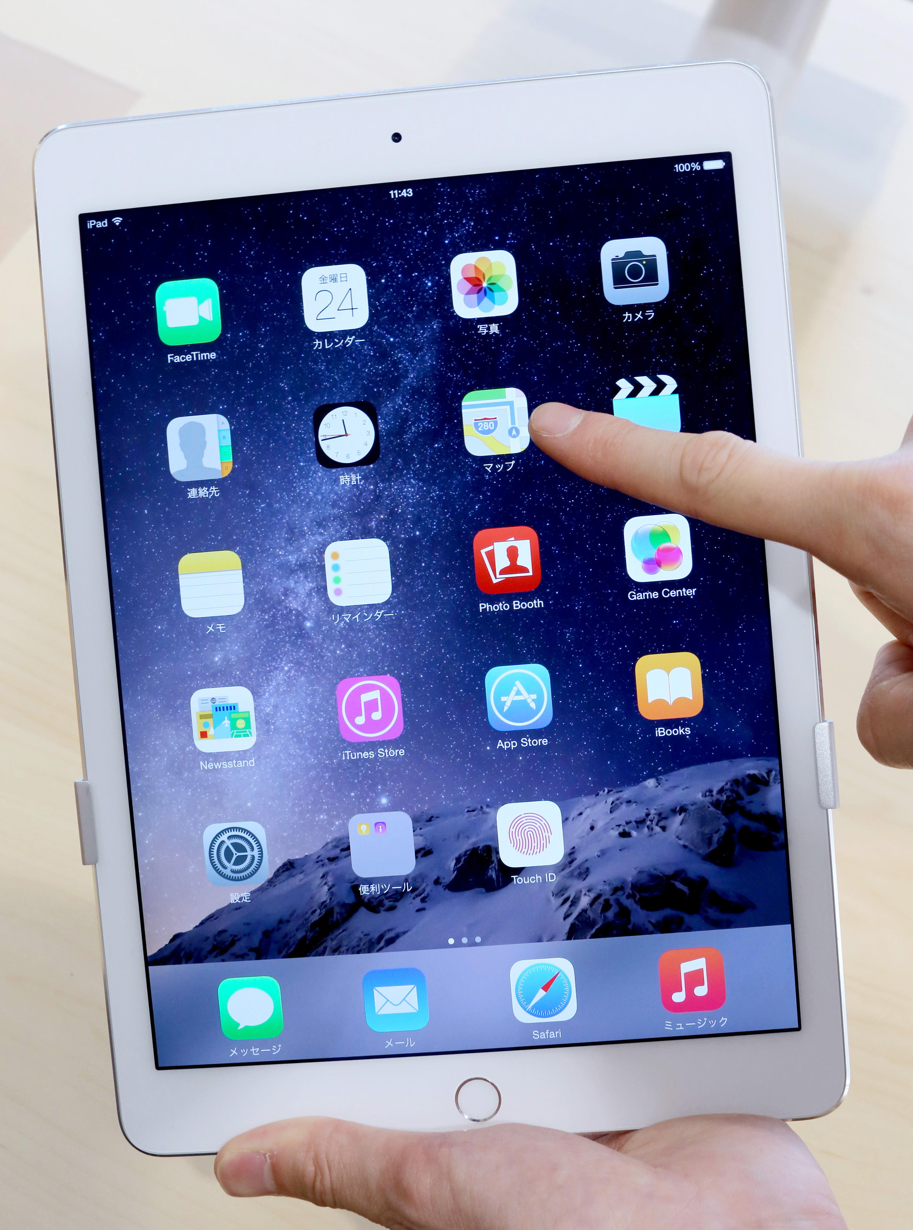 A store employee points at a 'Maps' icon on an Apple Inc. new iPad Air 2 tablet displayed at a SoftBank Corp. store in the Ginza district of Tokyo, Japan, on Friday, Oct. 24, 2014.