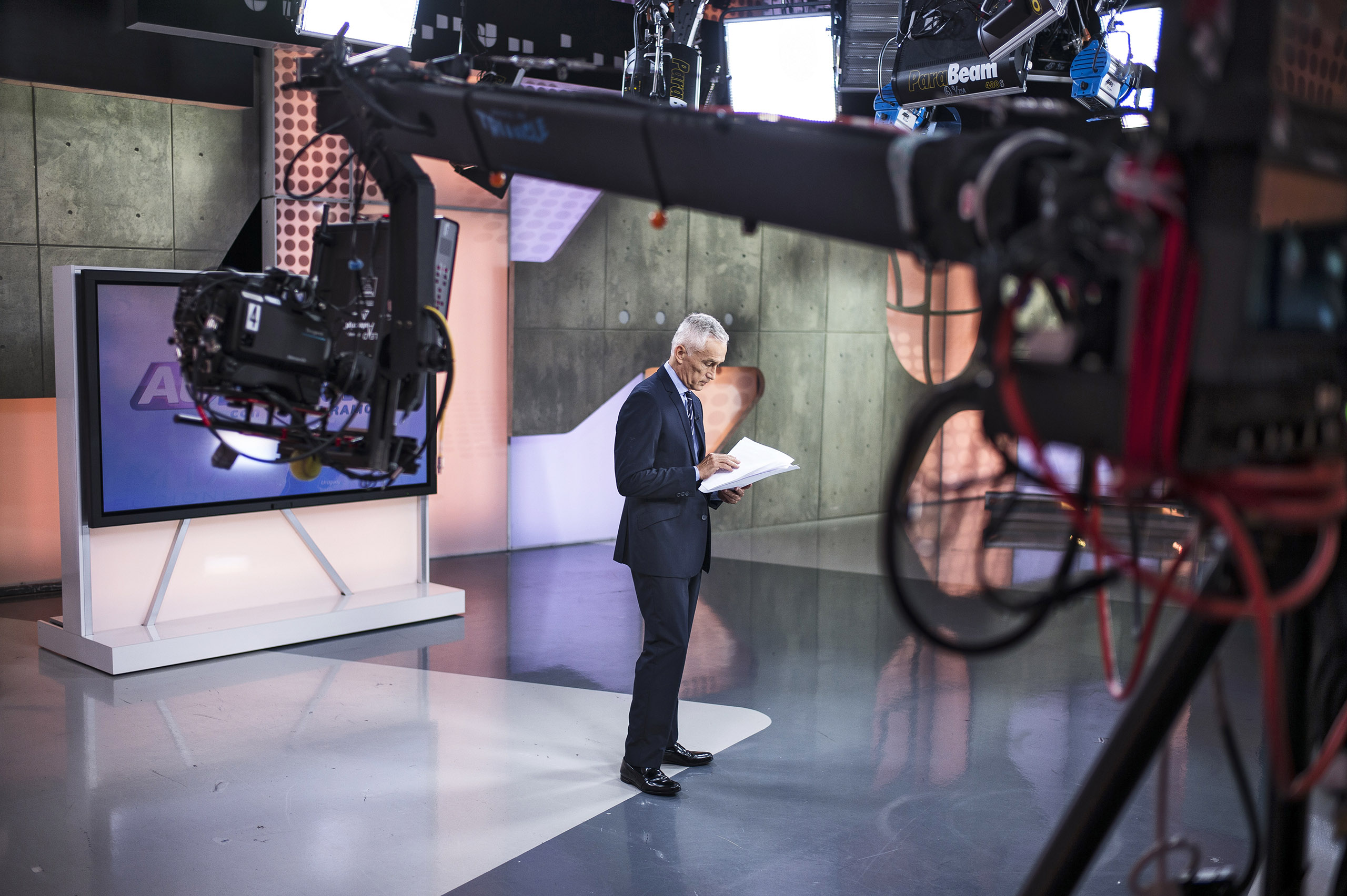 Jorge Ramos' Sunday-morning show, Al Punto, often draws more young viewers than its English-language competitors