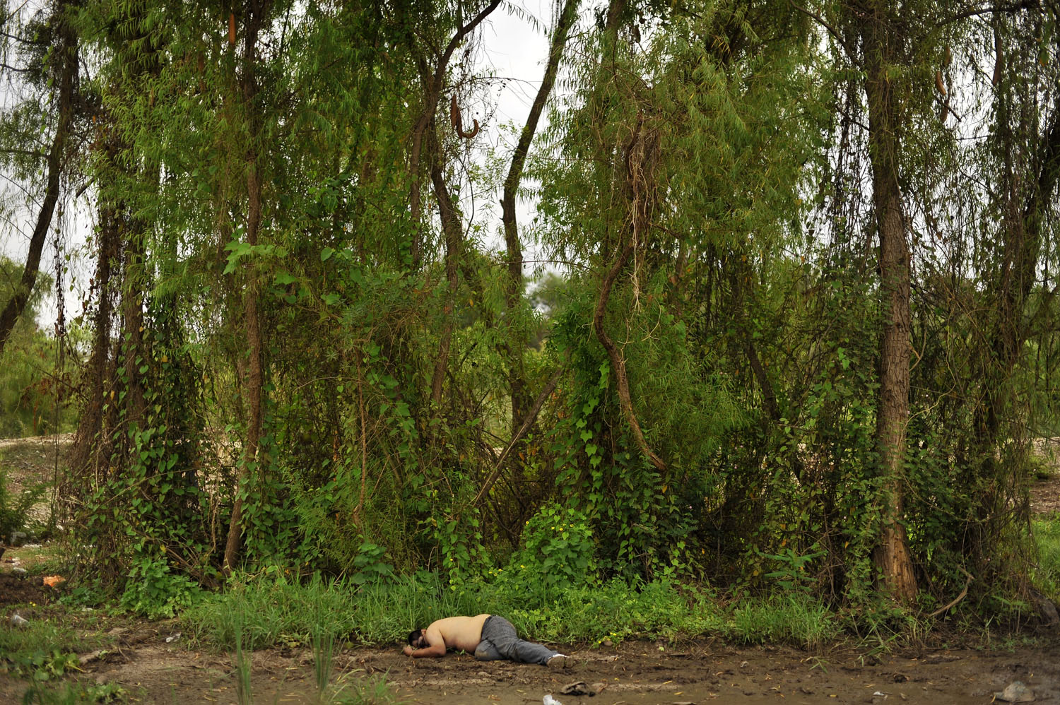 The New Yorker Photo Booth: Contemporary Mexican PhotographyAn unidentified body on the banks of the Humaya River, in Culiacán, Mexico, in 2011.