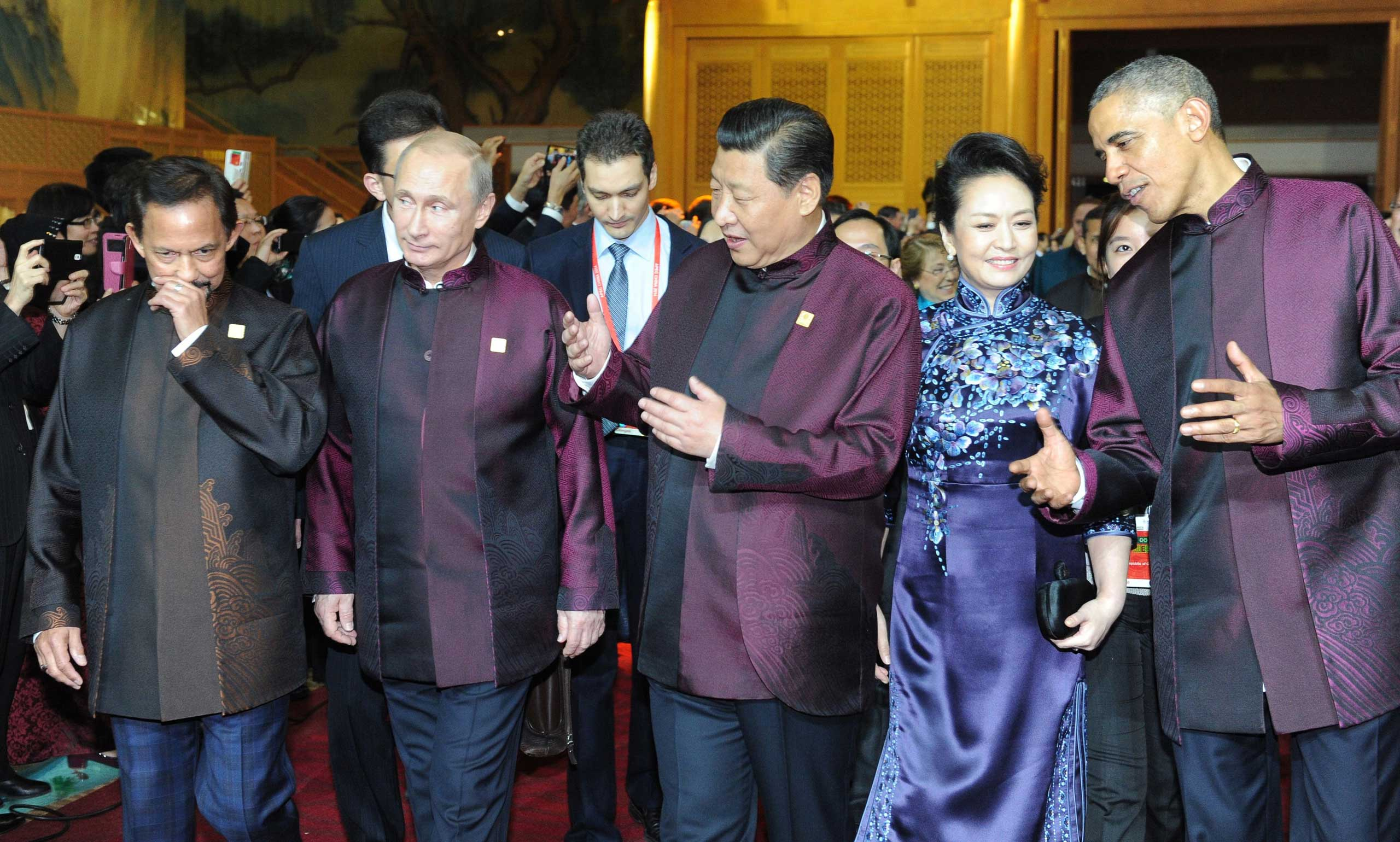 Brunei Sultan Hassanal Bolkiah, Russian President Vladimir Putin, Chinese President Xi Jinping, his wife, Peng Liyuan, and President Barack Obama walk before the ceremonial reception held for members of the APEC Economic Leaders' Meeting in Beijing on Nov. 10, 2014.
