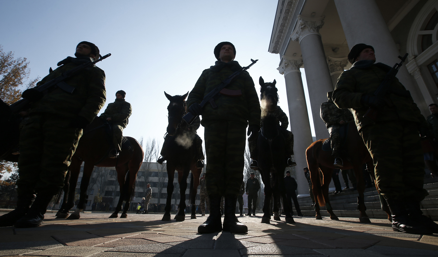Members of an honour guard hold their weapons as they wait for the arrival of separatist leader Alexander Zakharchenko in front of a theatre in Donetsk, eastern Ukraine on November 4, 2014.
