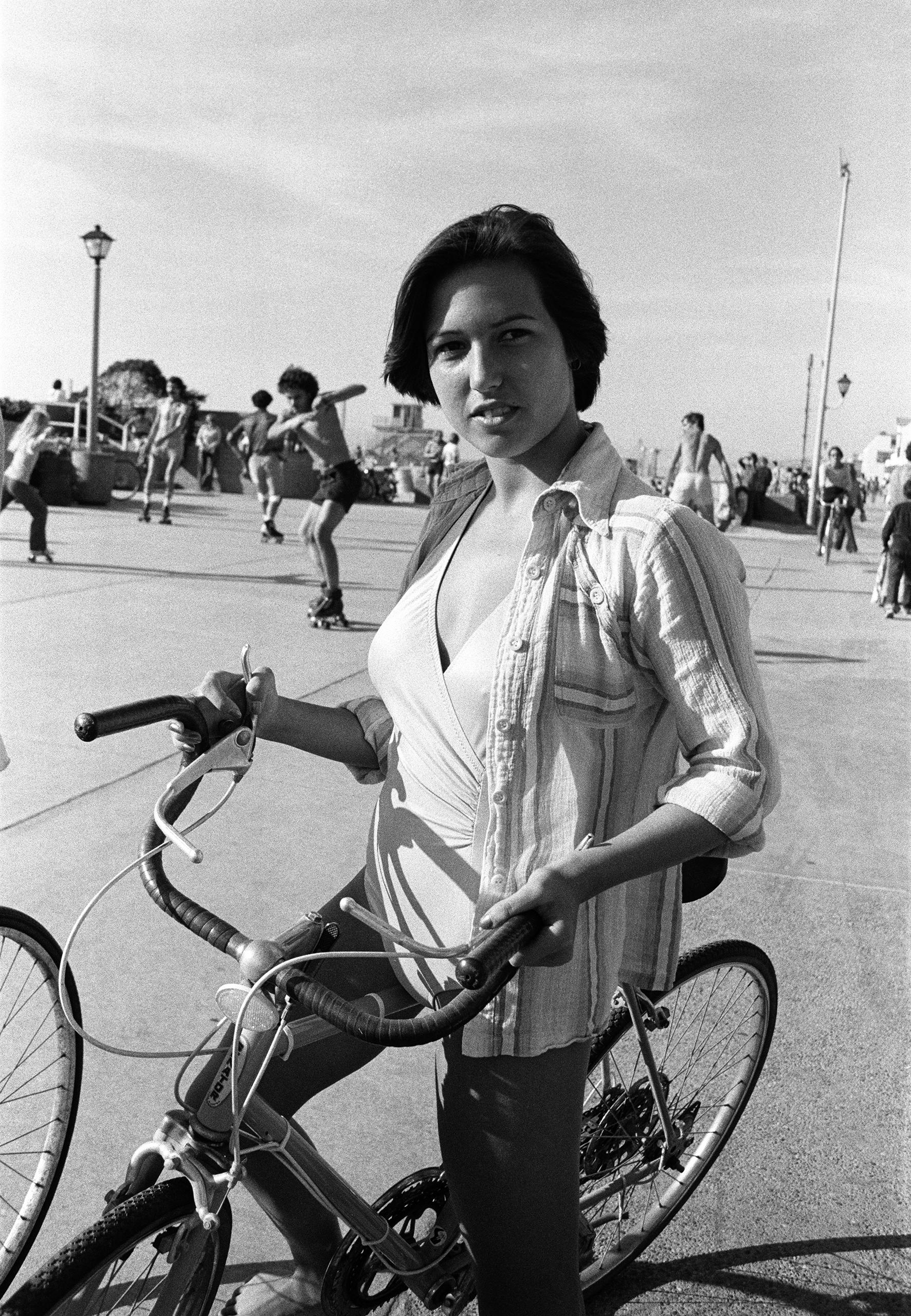Bicyclist; Hermosa.