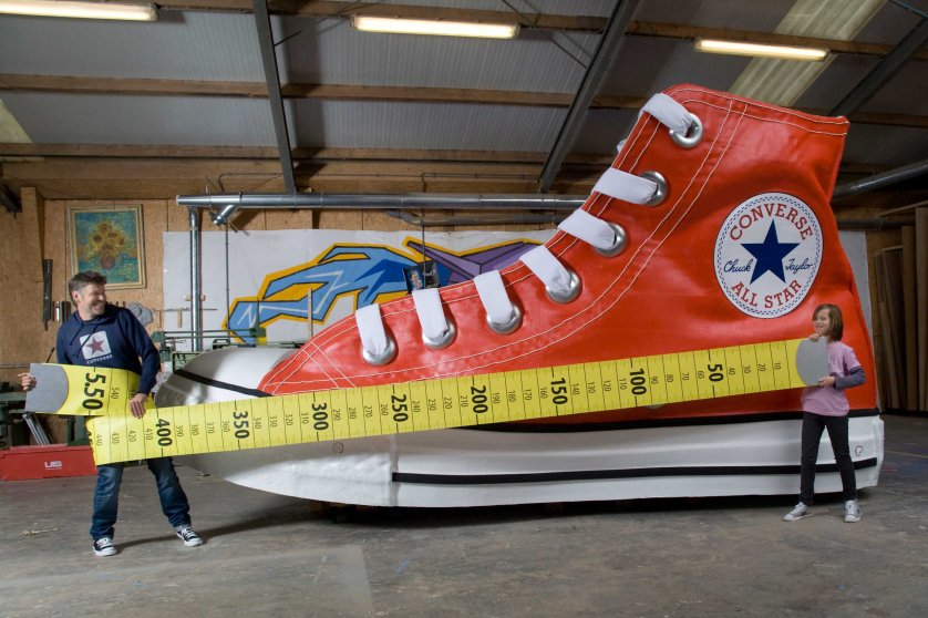 Largest ShoeAttempt Text The largest shoe measures 5.50 m (18 ft 0.53 in) x 2.11 m (6 ft 11.07 in) and is 2.90 m (9 ft 6.17 in) high and was unveiled by the Nationaal Fonds Kinderhulp (Netherlands) in Amsterdam, the Netherlands, on 17 November 2010, in celebration of Guinness World Records Day 2010. Further Info The largest shoe is an exact replica of a Converse Chuck Taylor All Star equivalent of a UK size 845. A Converse Chuck Taylor All Star European size 39 was used as a model for the largest shoe.