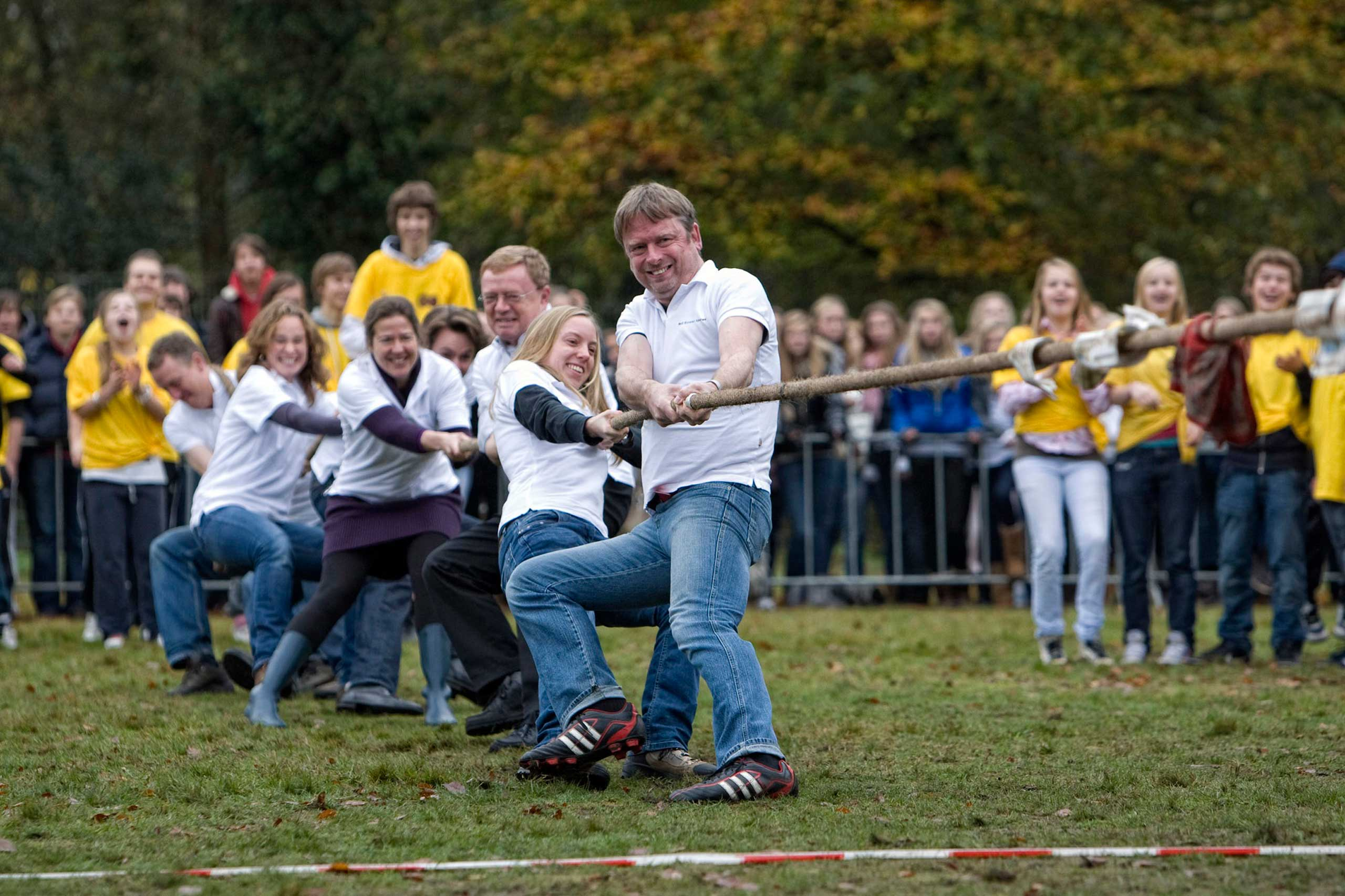 Largest tug of war tournament included 1,290 individuals.