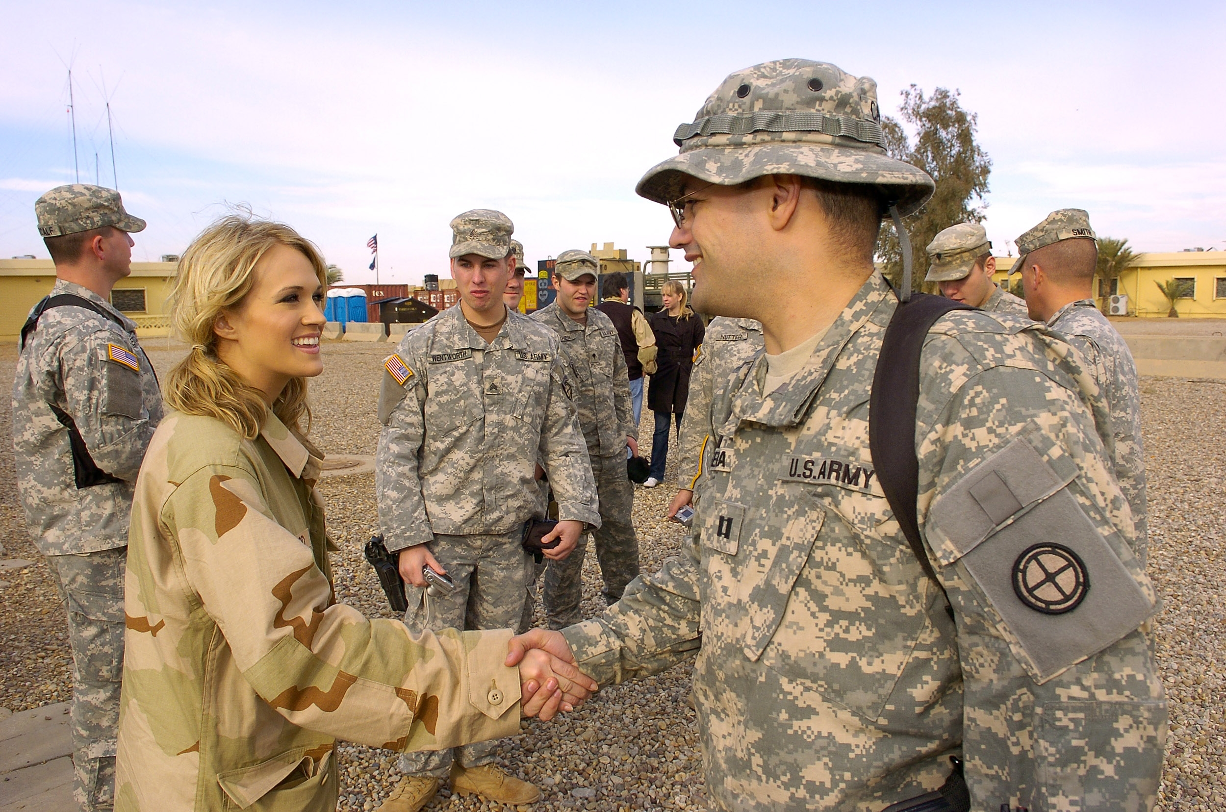 Underwood greeting troops in Iraq in 2006.
