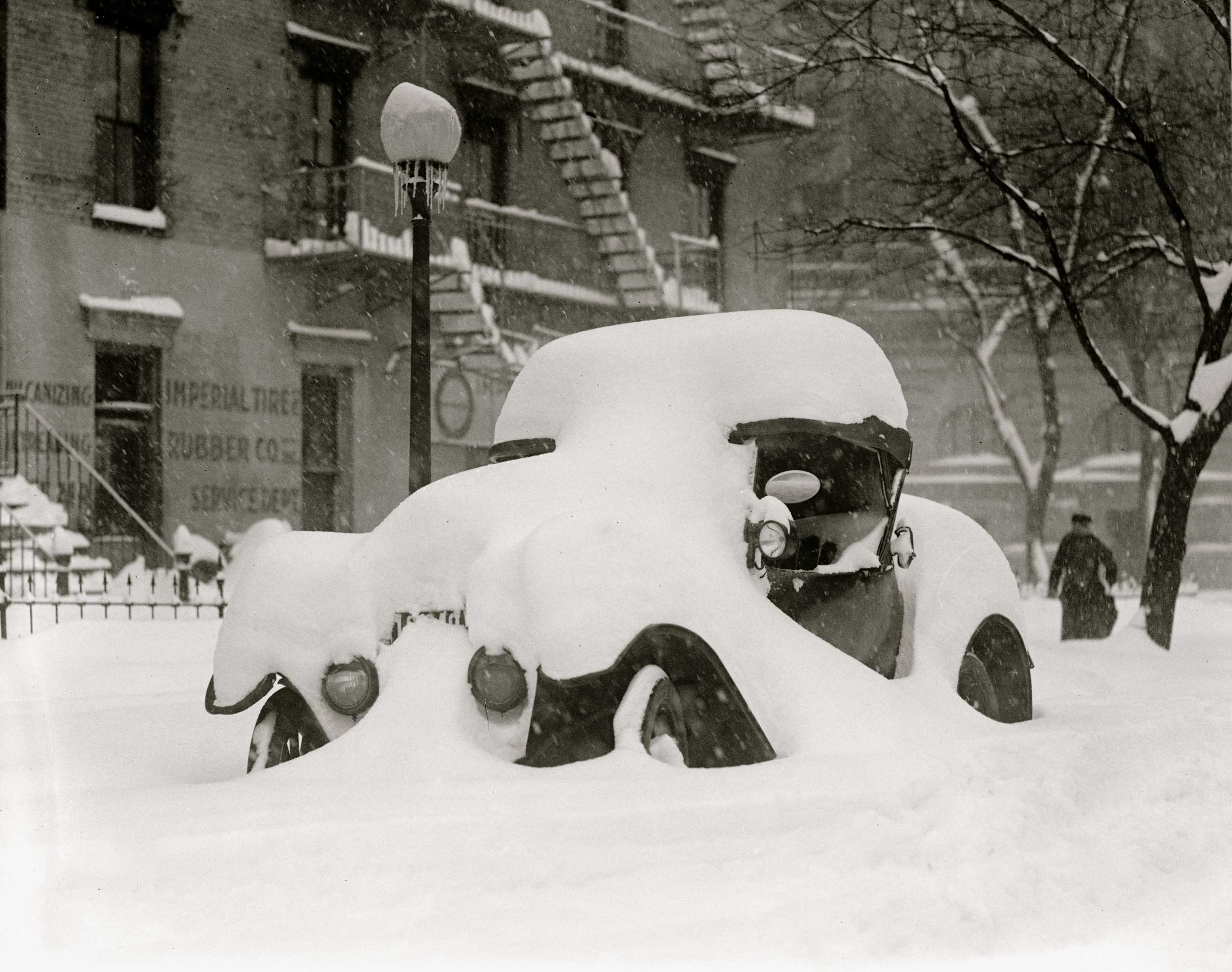 <b>The Knickerbocker Storm (Jan. 27-28, 1922)</b> This snowstorm lasted for two days and a accumulated a regional record of 28-inches of snow. And it got its name after the famous Knickerbocker Theater, whose roof collapsed under the weight of the snow, with Washingtonians still inside watching a film. The disaster claimed 98 lives and is still one of Washington's deadliest snow storms.