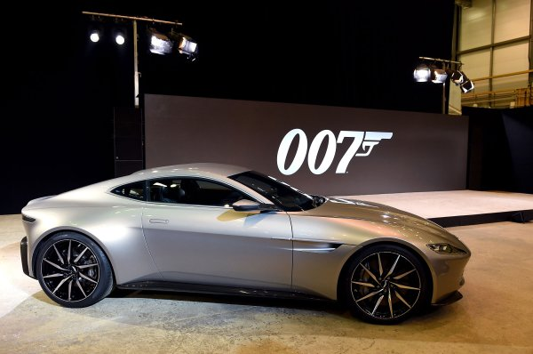 Check Out James Bond S Sweet New Aston Martin Db10 Time