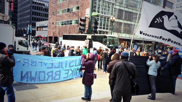 "Minku posted this image from Chicago, saying ""About 30 people gathered at State & Jackson for start of #HandsUpWalkOut demo""                                                                      #Chicago #Chi2Ferguson #Fergsuon http://t.co/FdnXtqZBOc"