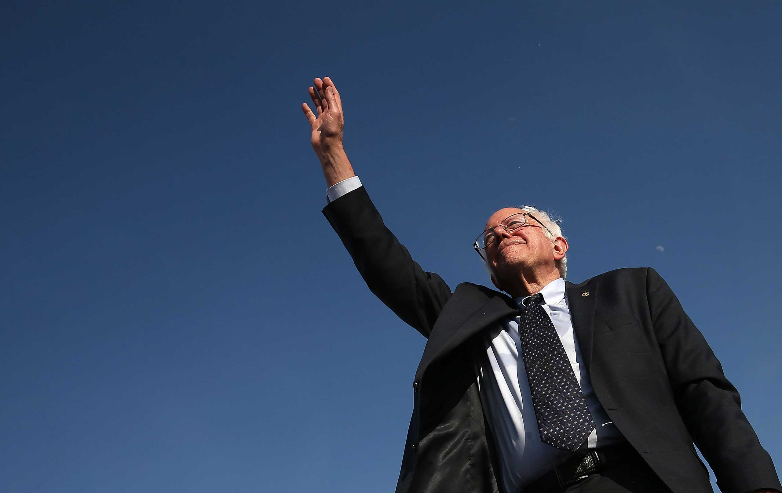 <b>Bernie Sanders</b> waves to supporters after officially announcing his candidacy for the U.S. presidency during an event at Waterfront Park in Burlington, Vermont, on May 26, 2015.