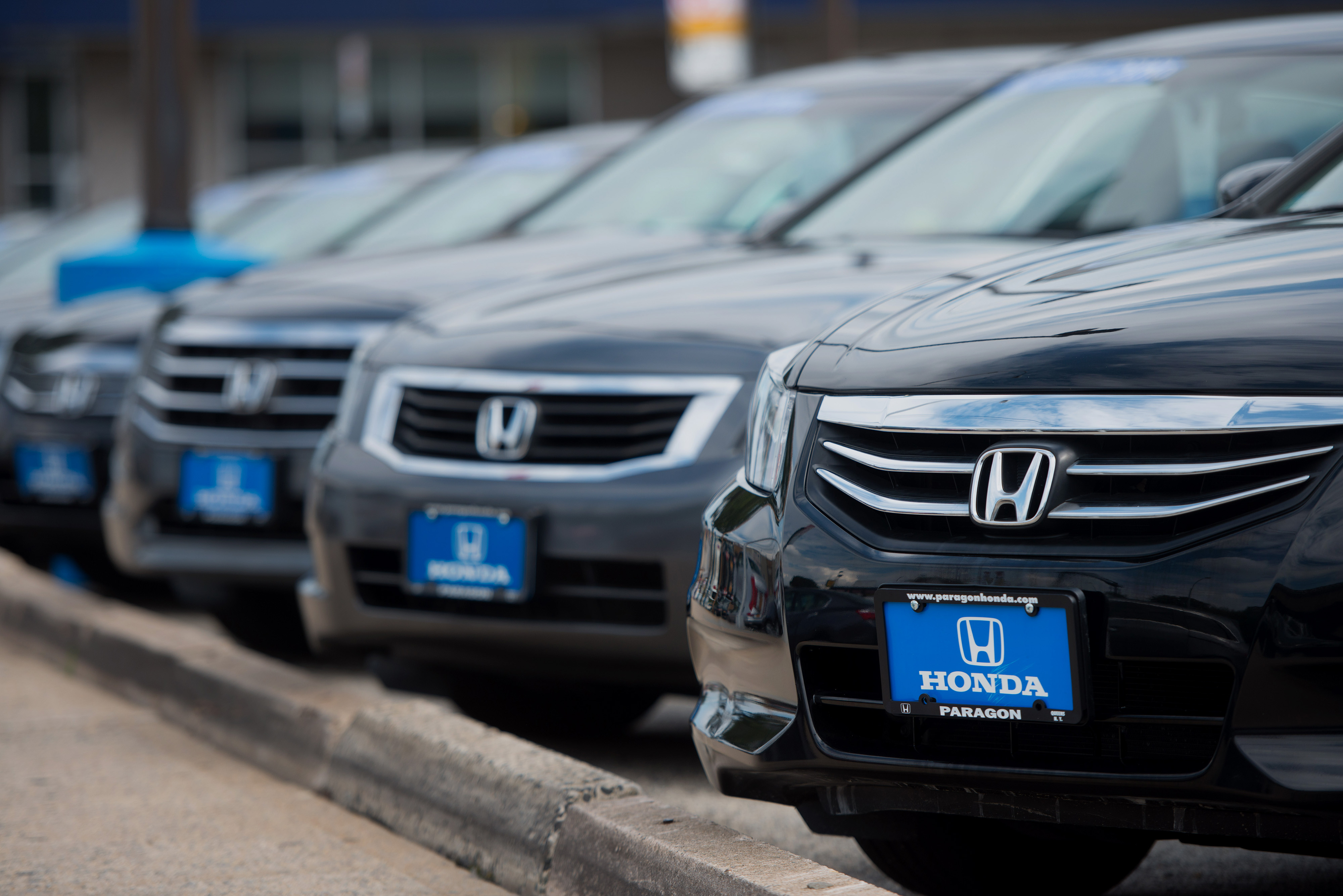 Honda Motor Co. vehicles are displayed for sale at the Paragon Honda dealership in the Queens borough of New York, U.S., on Monday, Sept. 1, 2014.