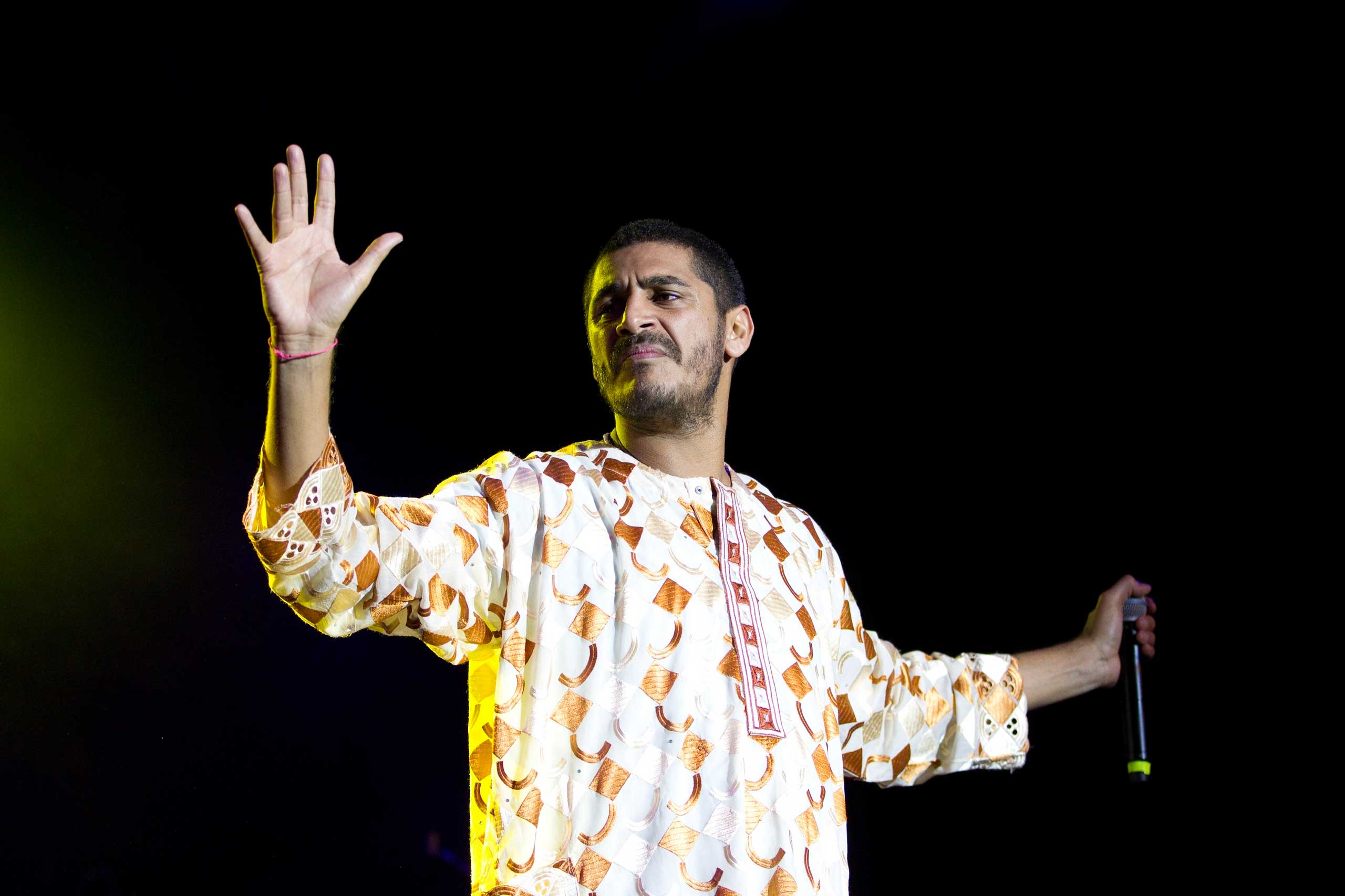 Criolo performing in London 2012.