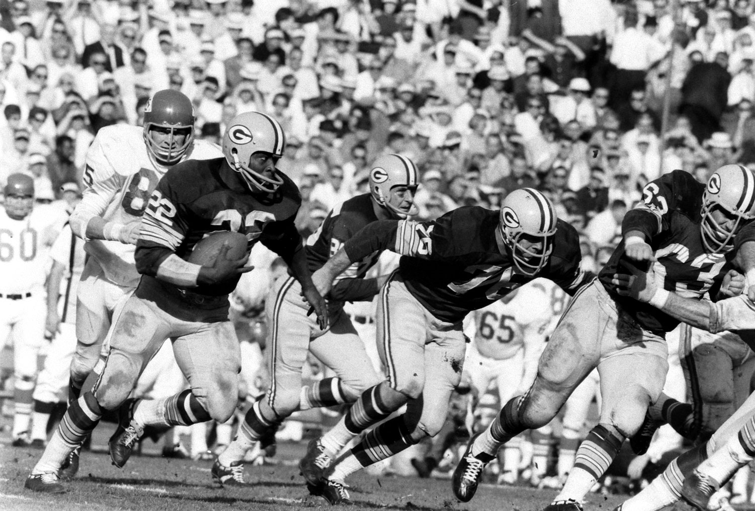 """<b>Not published in LIFE.</b> Elijah Pitts (#22) running the Packers' """"power sweep,"""" Super Bowl I, 1967."""