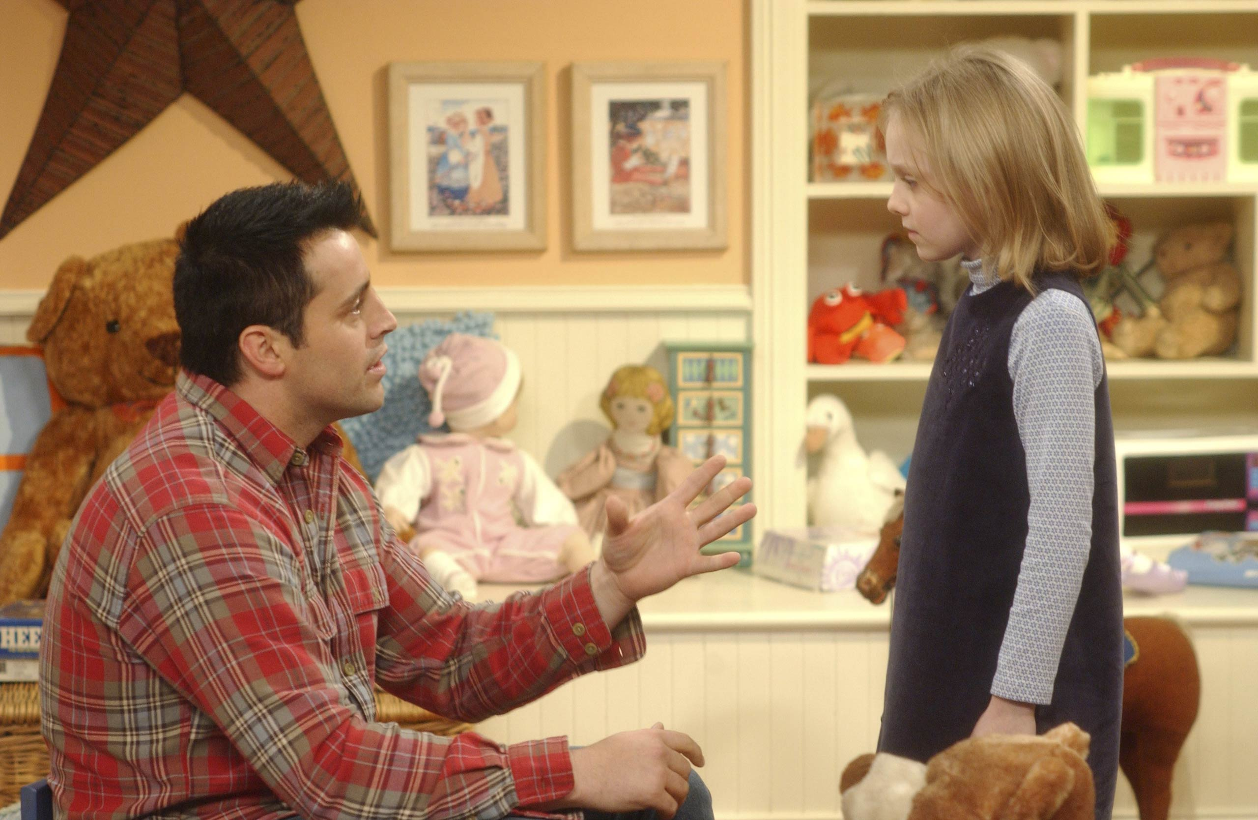 <strong>Dakota Fanning</strong> – Dakota Fanning offers Joey some advice on how to handle Chandler and Monica moving out of Manhattan
