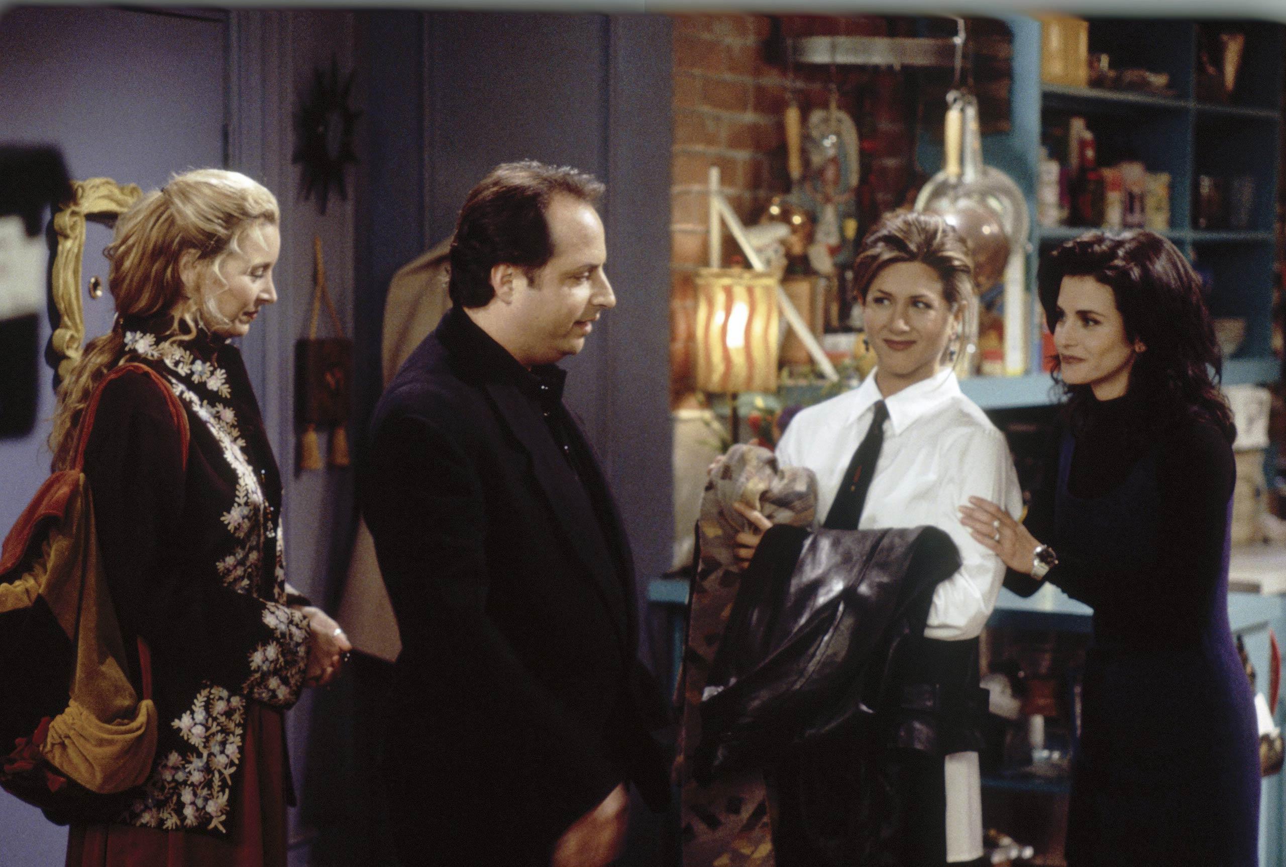<strong>Jon Lovitz</strong> – Jon Lovitz guest-starred as a restauranteur in season one and a blind date for Rachel in season 9