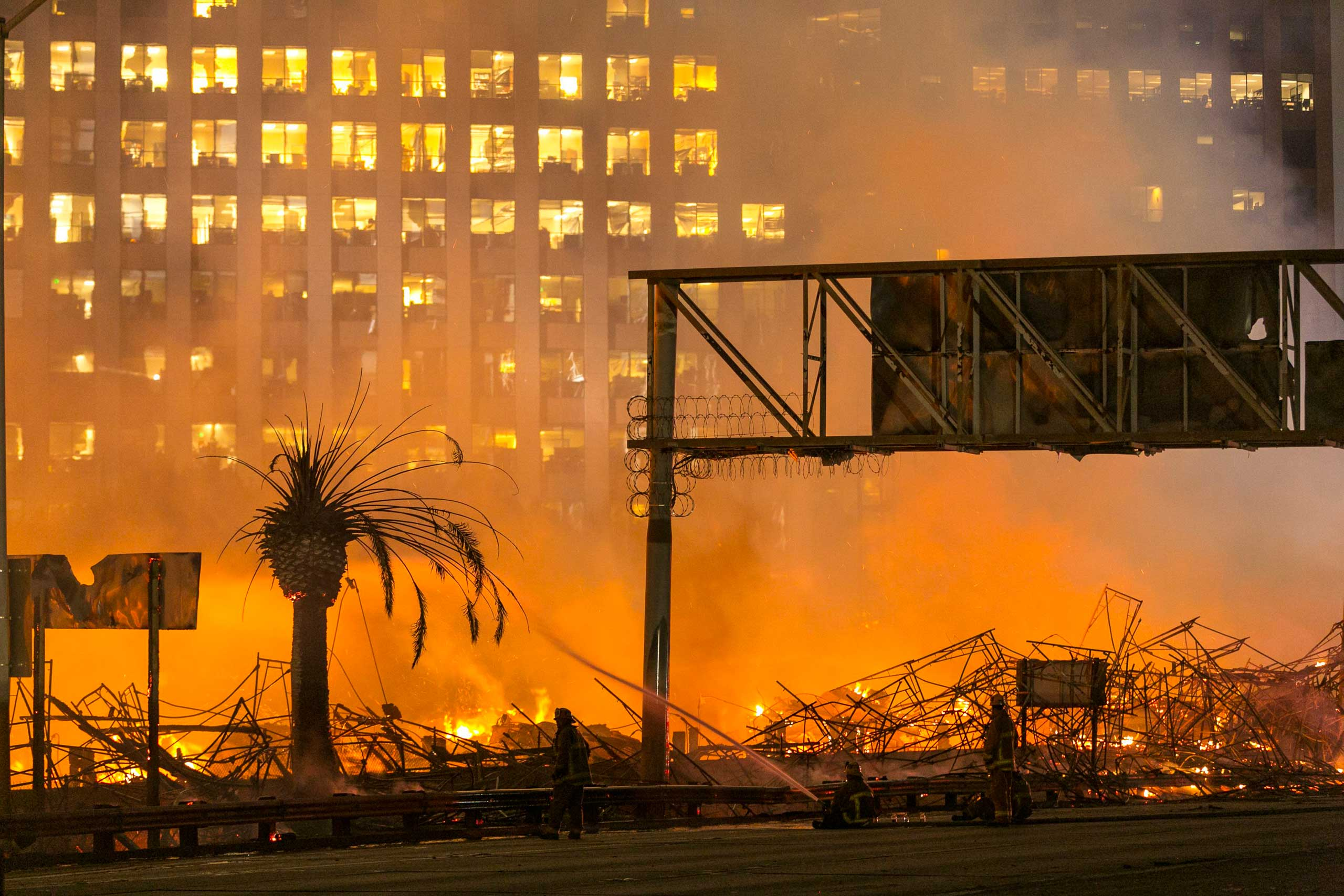 A large fire at an apartment building under construction rages in Los Angeles on Dec. 8, 2014.