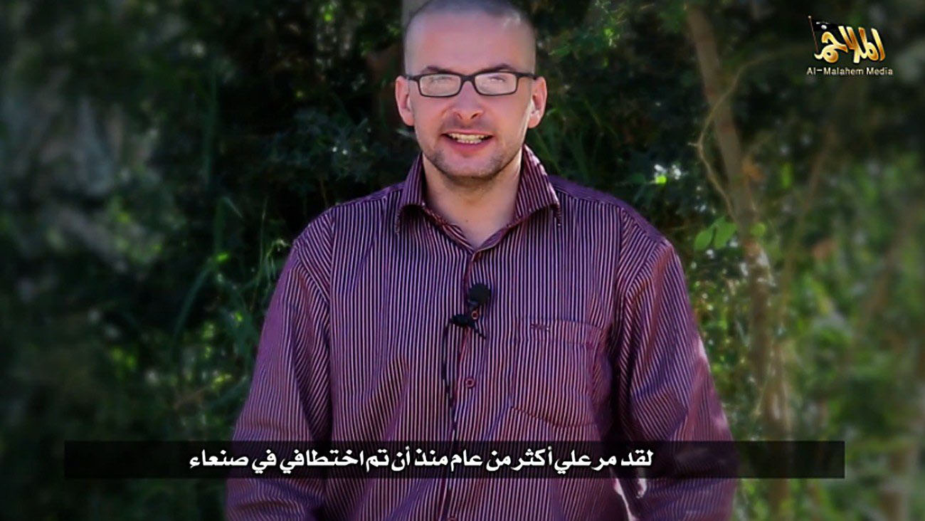 A video grab taken from a propaganda video released by al-Malahem Media on Dec. 4, 2014 purportedly shows hostage Luke Somers, 33, kidnapped more than a year ago in the Yemeni capital Sanaa, calling for help and saying that his life is in danger.
